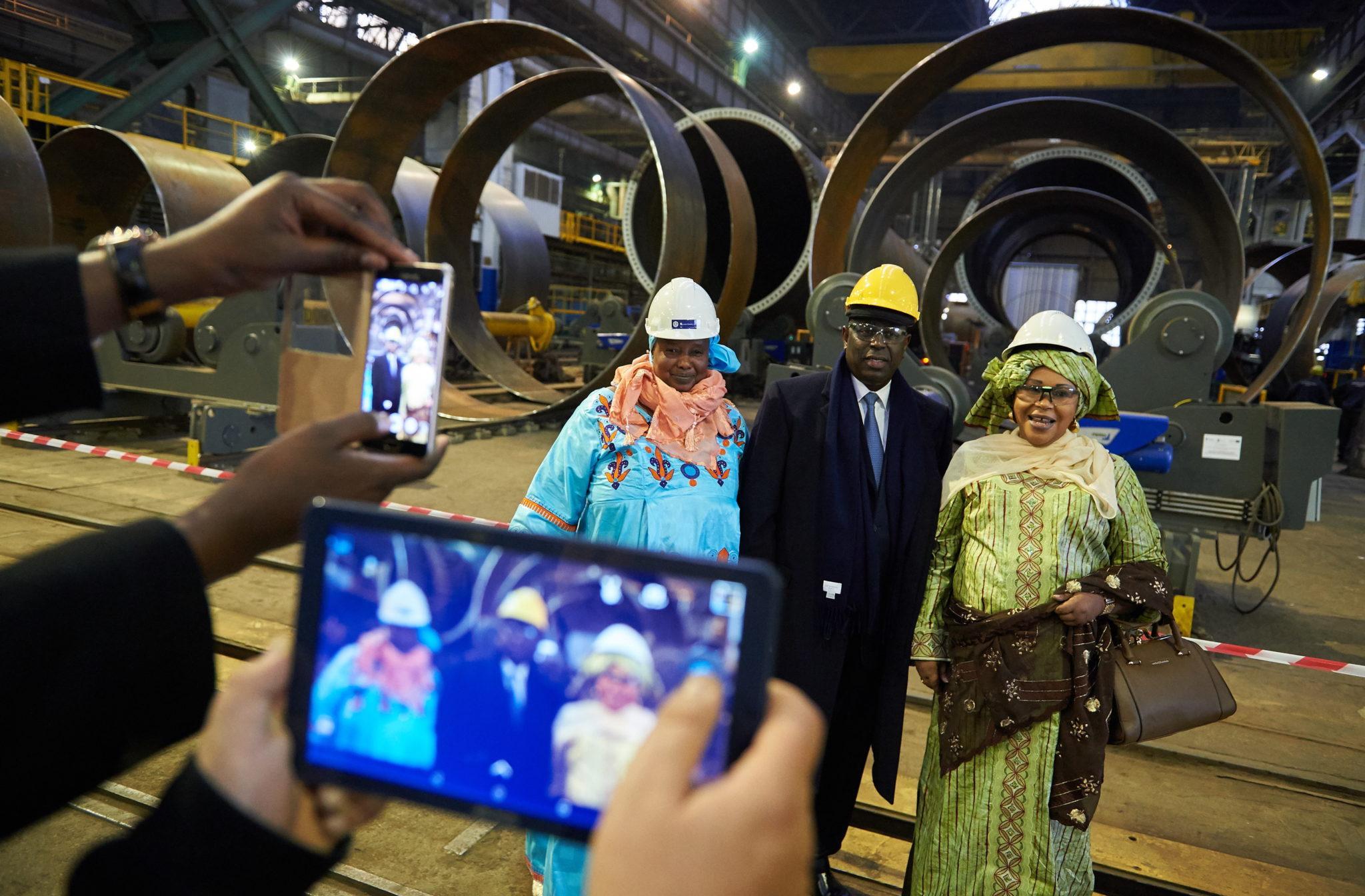 Goszczący w Polsce prezydent Senegalu Macky Sall odwiedził w piątek Stocznię Gdańsk i Port Gdańsk. Towarzyszyła mu ok. 30-osobowa delegacja, w tym dziewięciu ministrów senegalskiego rządu. fot. PAP/Adam Warżawa