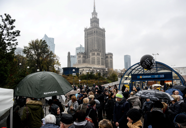 W całym kraju odbywały się w poniedziałek demonstracje i różnego rodzaju happeningi organizowane w ramach II Ogólnopolskiego Strajku Kobiet. Podobnie jak podczas poprzedniej akcji