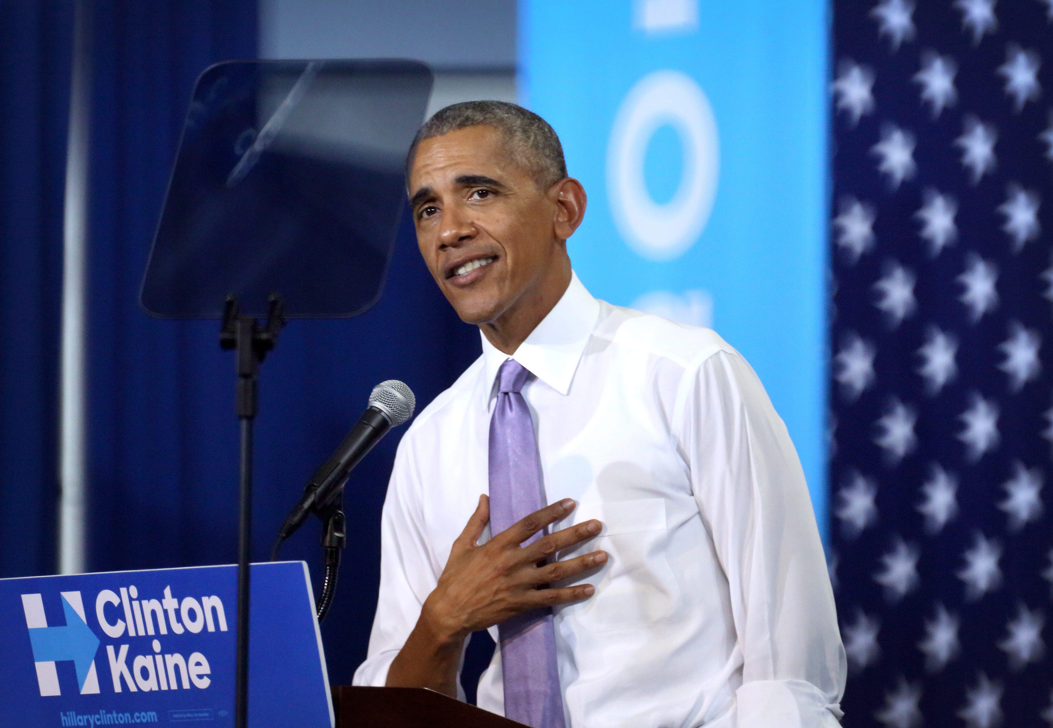 Prezydent Barack Obama wspiera Hillary Clinton podczas jej kampanii. Fot. PAP/EPA/CRISTOBAL HERRERA