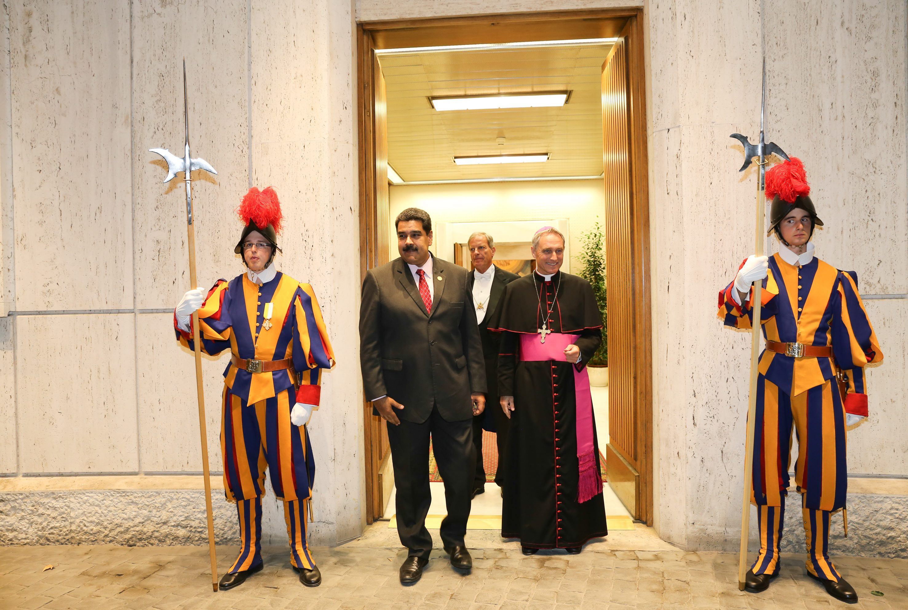 Wenezuelski prezydent Nicolas Maduro na prywatnej wizycie u papieża Franciszka w Watykanie. fot. EPA/MIRAFLORES PALACE / HANDOUT  HANDOUT EDITORIAL USE ONLY/NO SALES