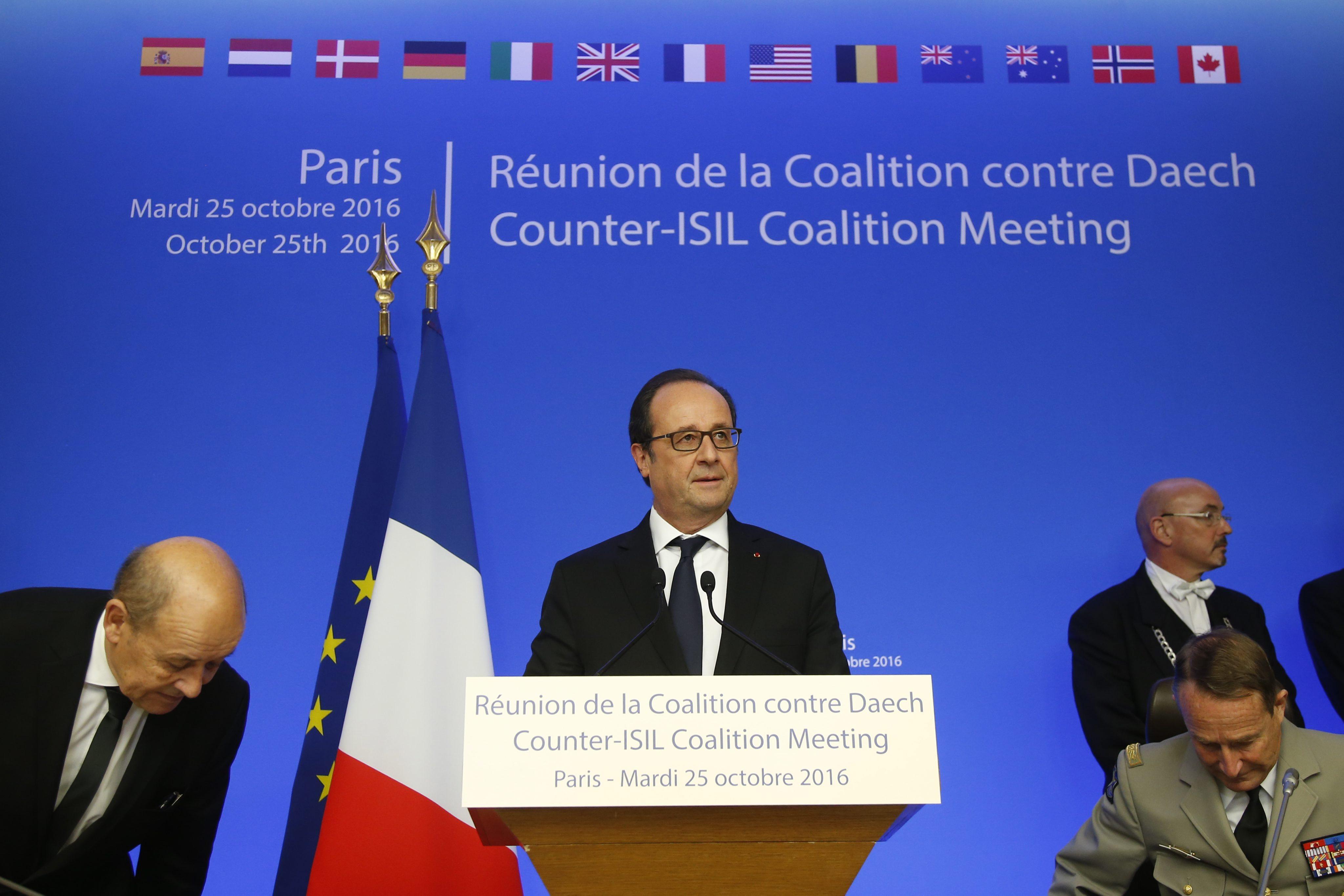 Przemowa prezydenta Francois Hollande na rozpoczęcie spotkania przeciwko działąniom Państwa Islamskiego w Syrii. fot. EPA/CHARLES PLATIAU/POOL MAXPPP OUT