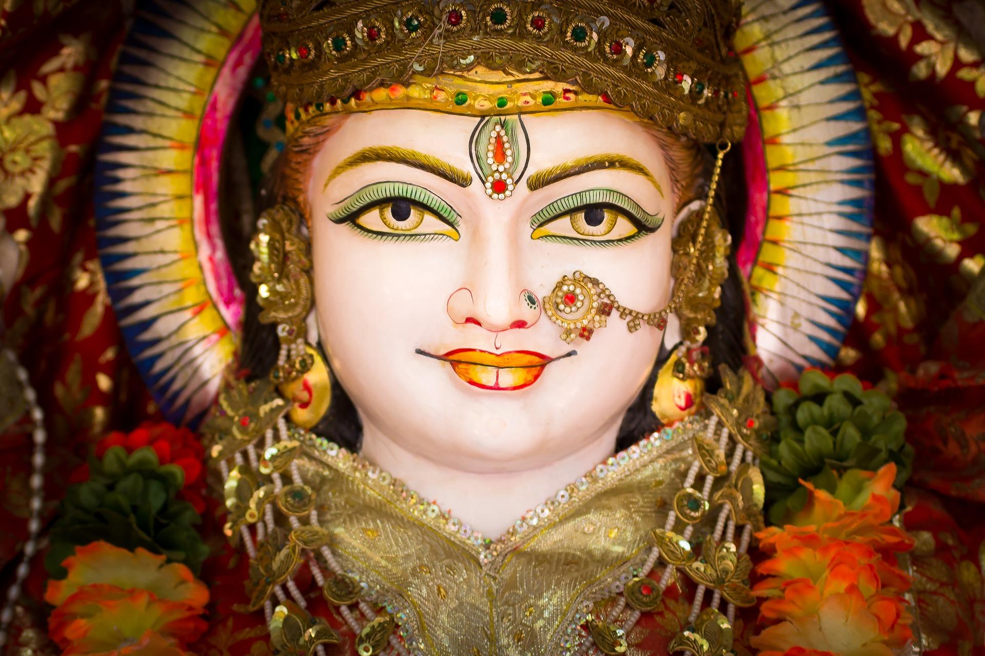 <p>Rozmaite odłamy hinduizmu wyznaje prawie 1 miliard ludzi. Pod względem wyznawców jest to zatem trzecia największa religia świata. Ile o niej wiesz?</p>