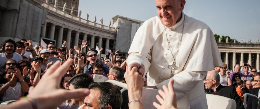 Papież Franciszek podczas audiencji generalnej na Placu św. Piotra