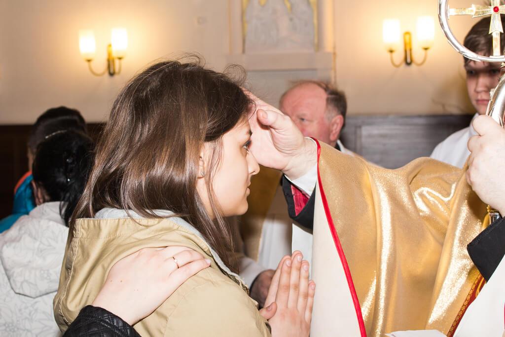 Bierzmowanie jest sakramentem, dzięki któremu w pełni wchodzimy w dorosłe życie chrześcijanina. Czy jednak wiemy na pewno na czym on polega i jakie korzyści i obowiązki ze sobą niesie?