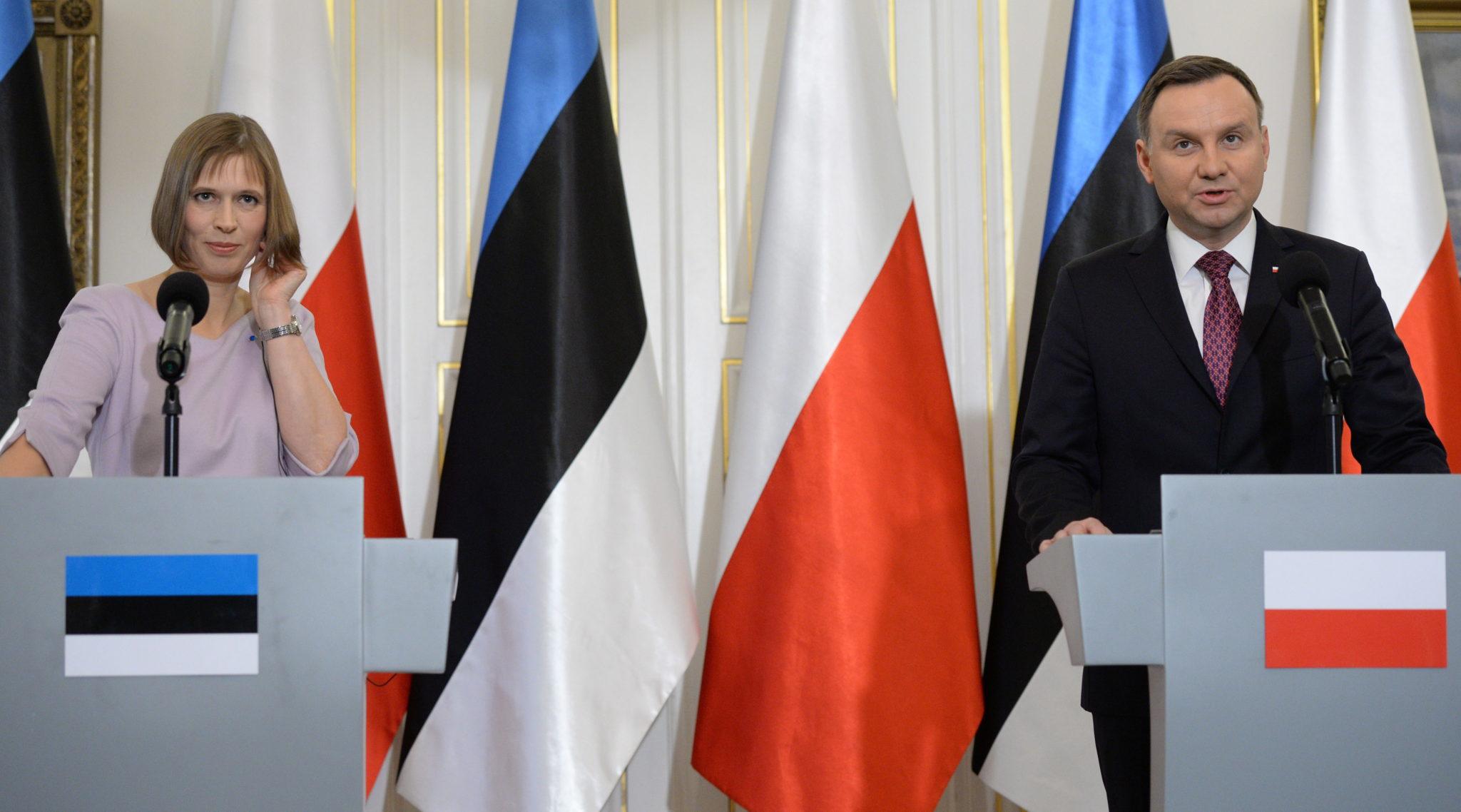 Prezydent Andrzej Duda i nowa prezydent Estonii Kersti Kaljulaid podczas konferencji prasowej po rozmowach plenarnych w Belwederze. Fot. PAP/Jacek Turczyk