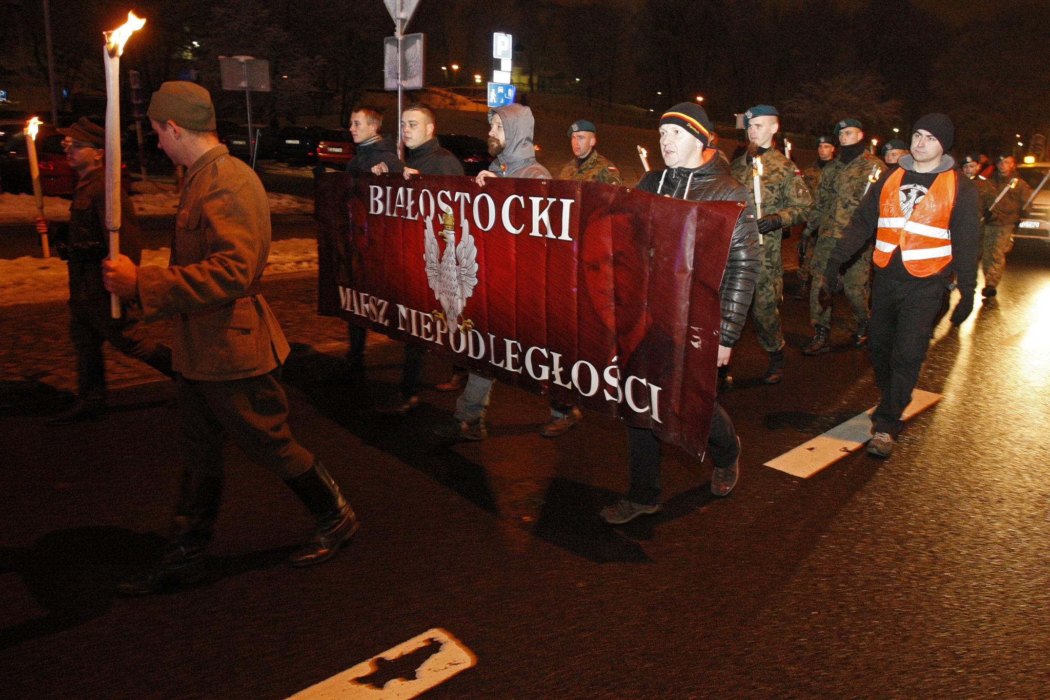 Białostocki Marsz Niepodległośœci przeszedł ulicami miasta w przeddzień ŚŒwięta Niepodległośœci. Fot. PAP/Artur Reszko
