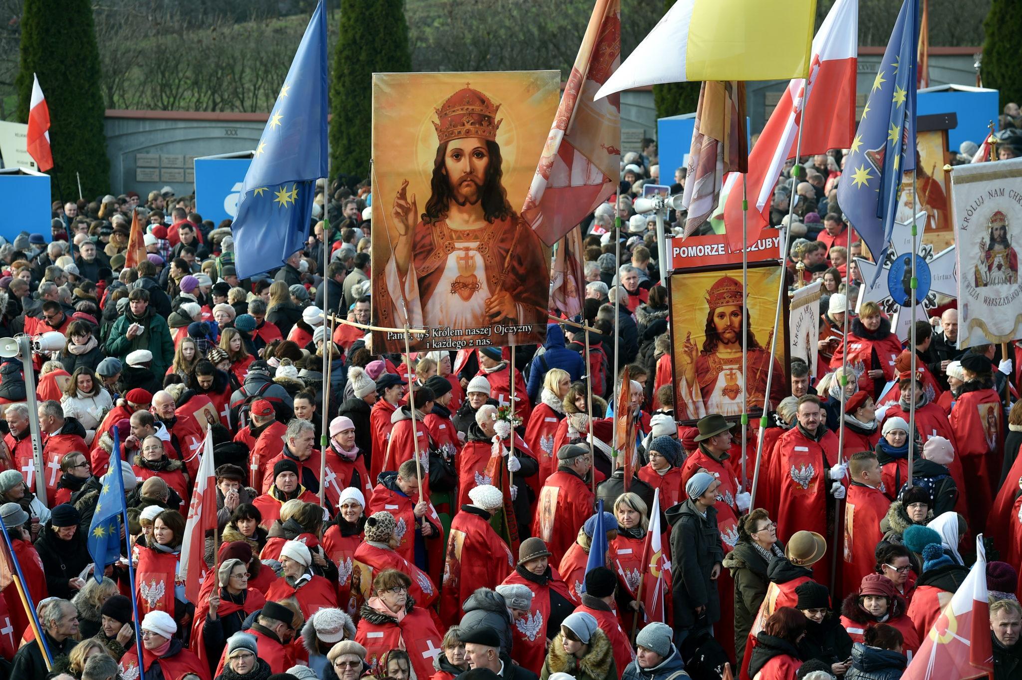 Schizmatycka grupa Rycerzy Chrystusa Króla przewodzona przez suspendowanego ks. Piotra Natanka na uroczystości Aktu Przyjęcia Chrystusa za Króla i Pana, Kraków.