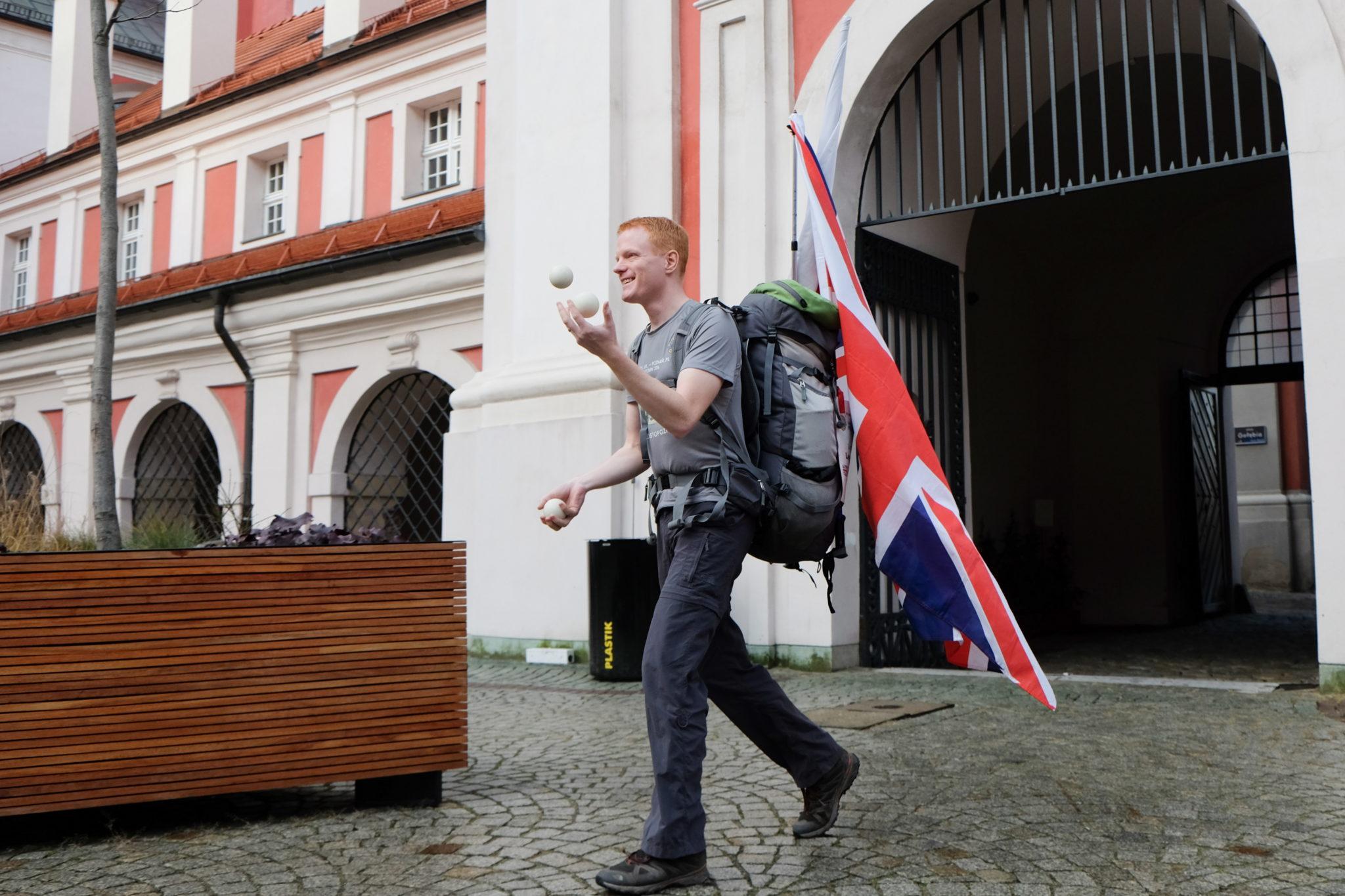 Polska: Gordon Wilson przeprowadził sięna pieszo z Leeds do Poznania (foto. PAP/Jakub Kaczmarczyk)