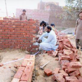 Budowa domu katechetycznego w diecezji Lahore, w parafii św. Roha w Qila Ahmadabad. Projekt został finansowany przez Papieskie Stowarzyszenie Pomoc Kościołowi w Potrzebie. Obiekt został oddany do użytku na wiosnę 2016 r.