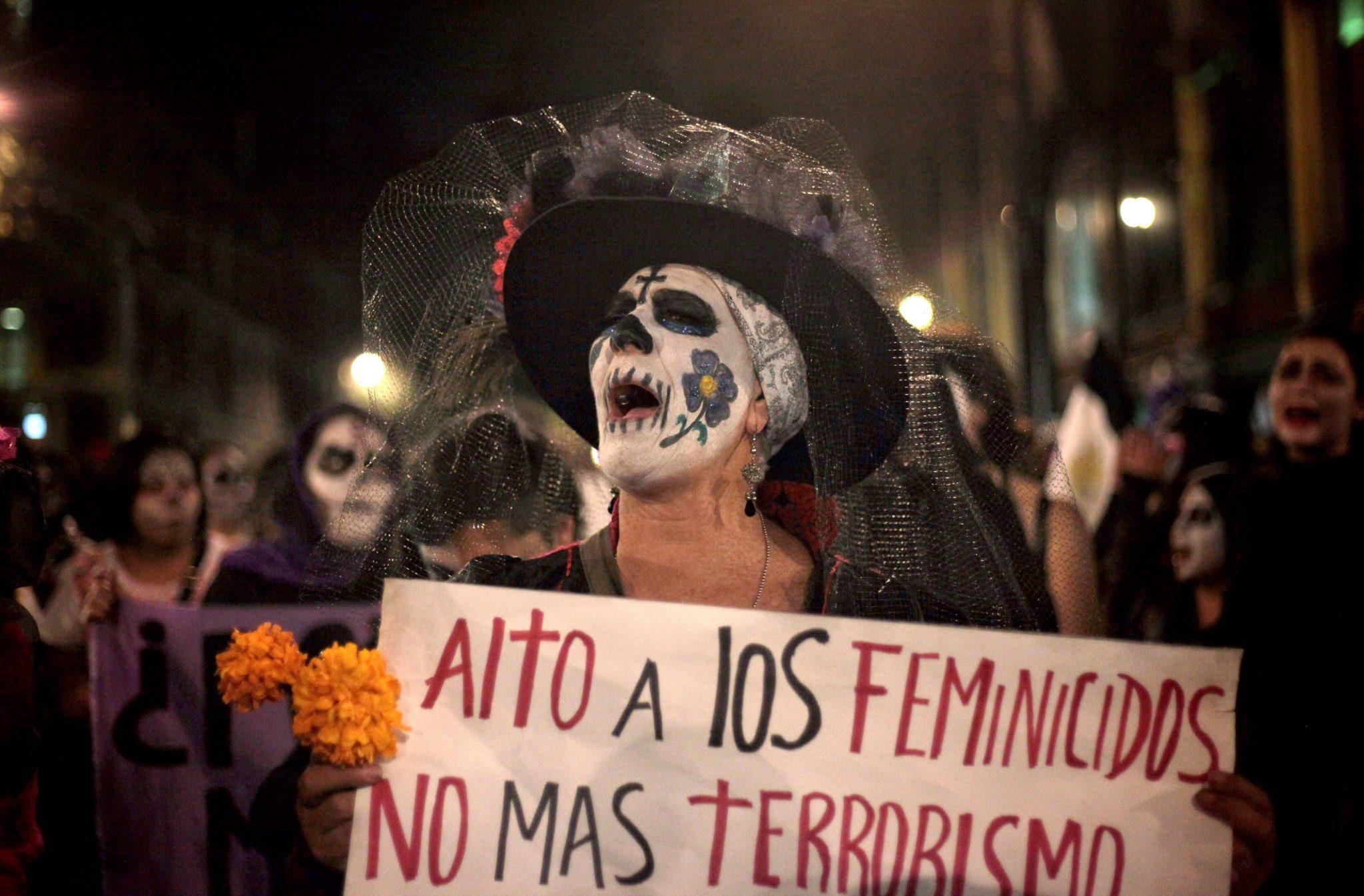 Meksyk: protest przeciwko przemocy i terroryzmowi w dzień zaduszny (foto. PAP/EPA/SASHENKA GUTIERREZ)