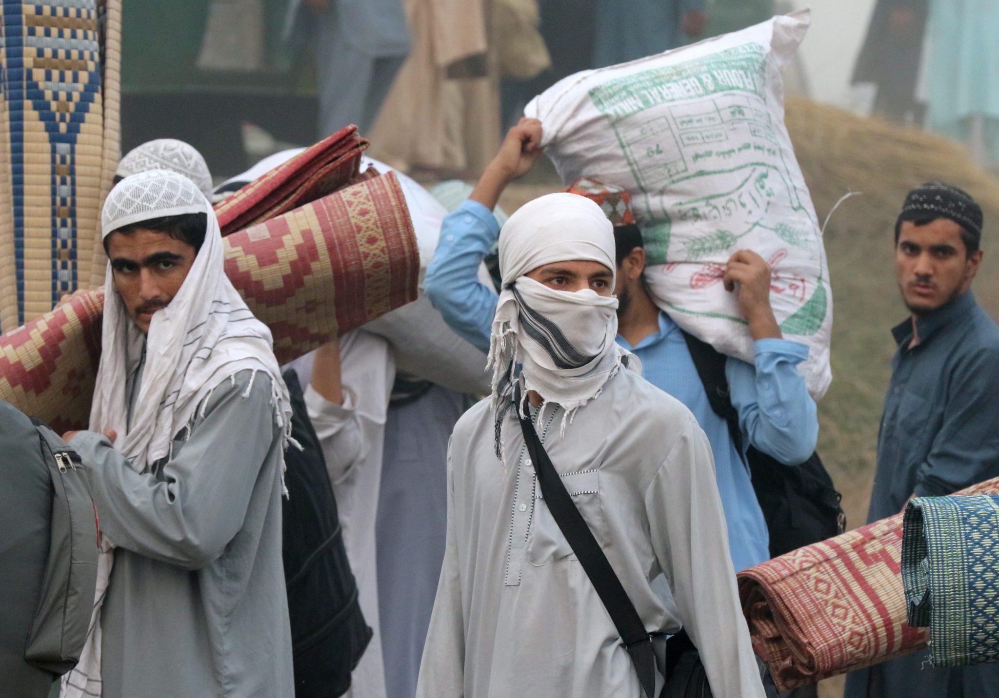 Muzułmanie przybyli do Raiwind w Pakistanie na trzydniową Światową Kongregację Islamu. Co roku zbierają się tu miliony osób. Fot. EPA/RAHAT DAR