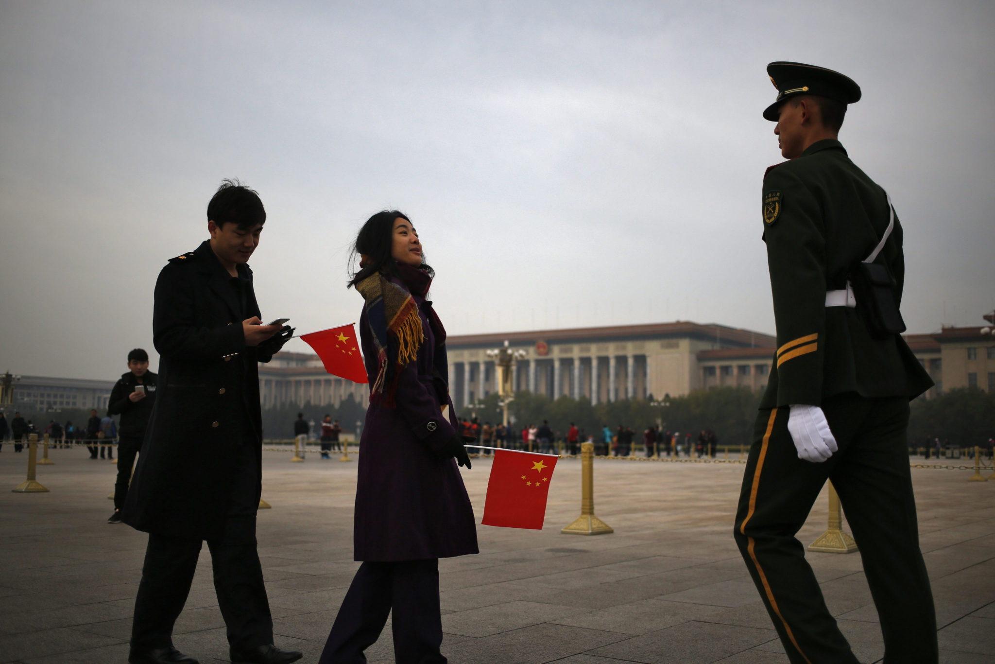 Chiny: rząd w Pekinie przyjął jednogłośnie interpelację do 142 art. konstytucji (foto. PAP/EPA/HOW HWEE YOUNG)