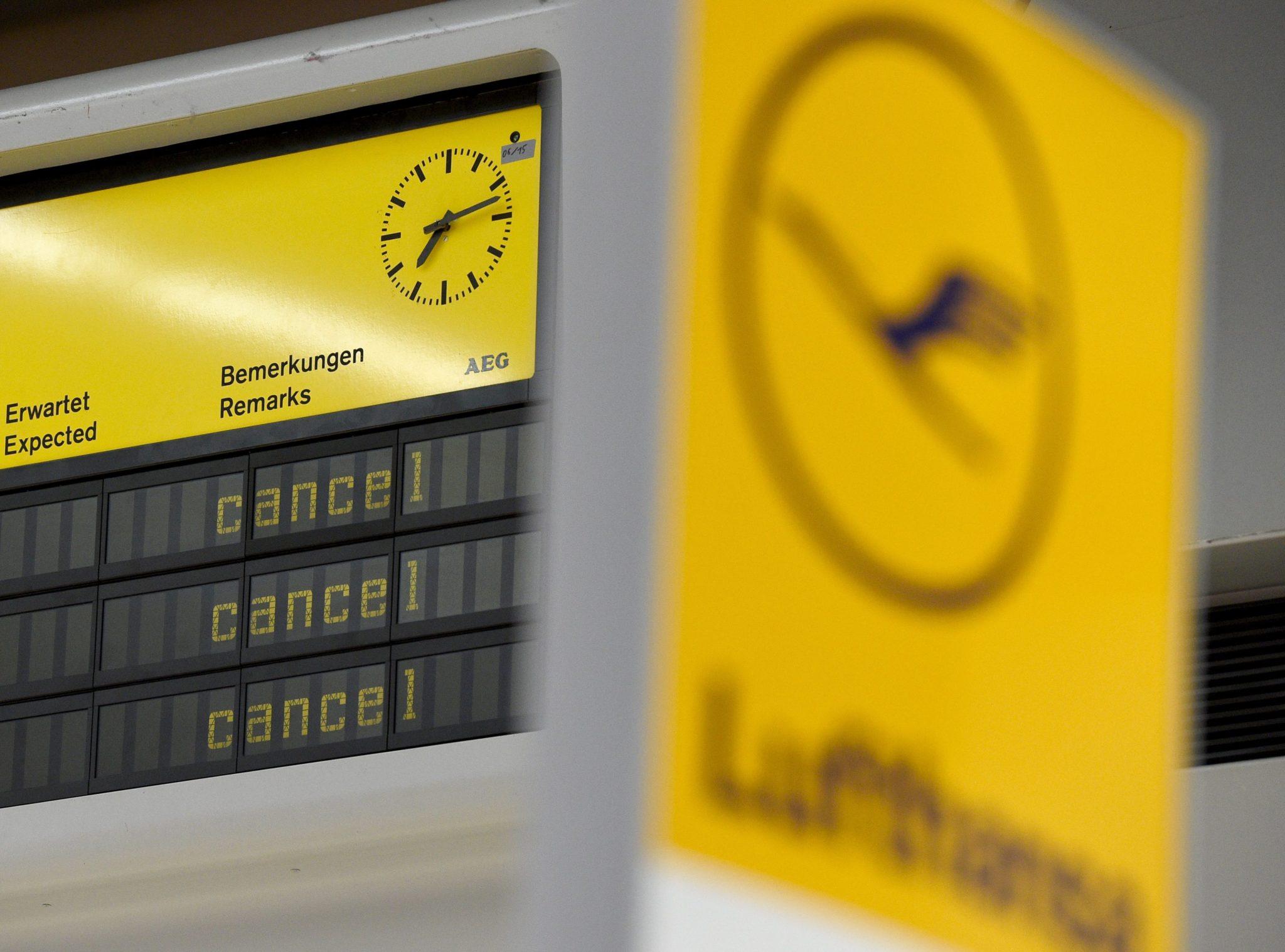 Niemcy: strajk pilotów Lufthansy, lotnisko w berlinie (foto. PAP/EPA/RAINER JENSEN)