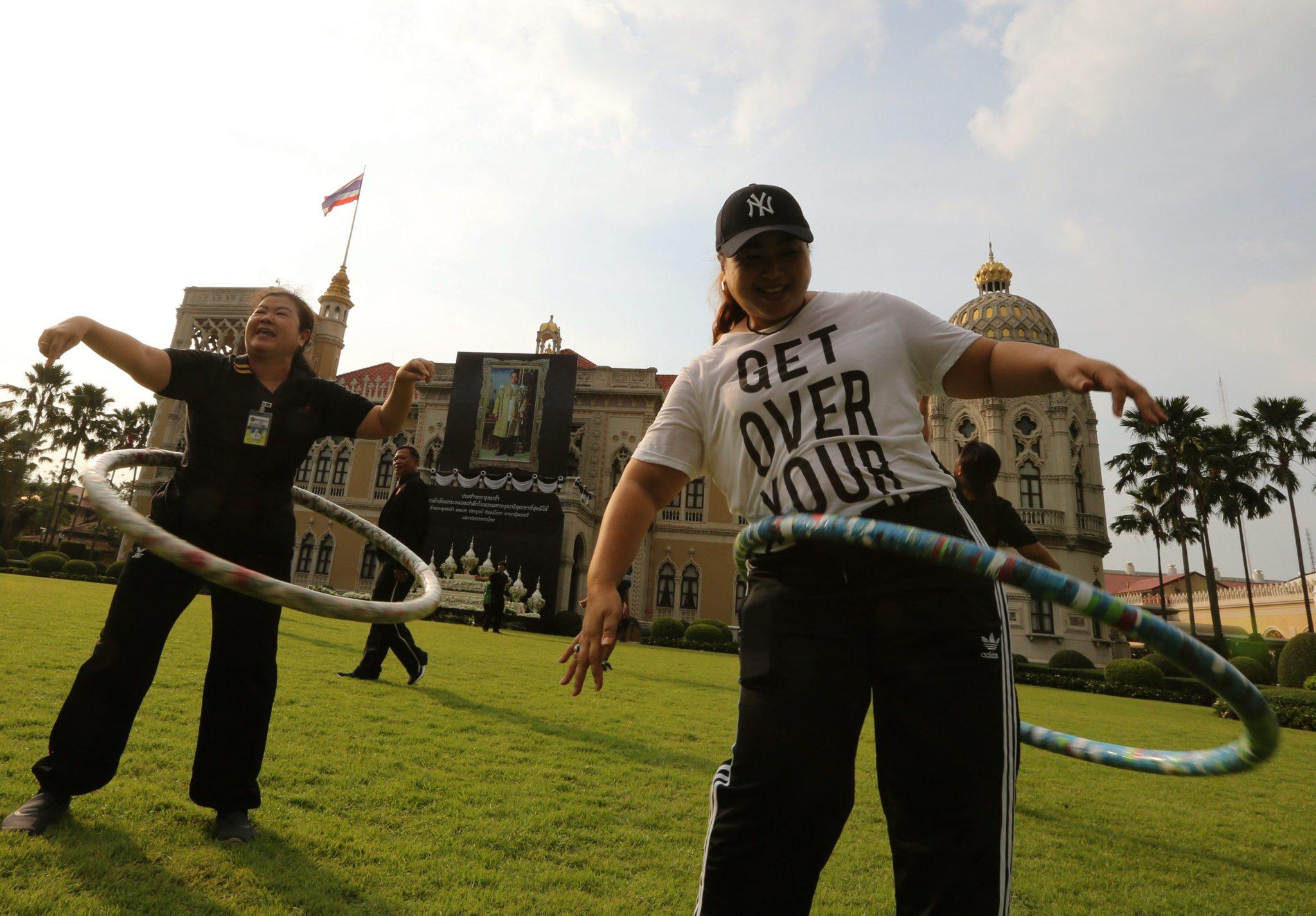 Tajlandia: tajlandzki rząd z premierem na czele popularyzują zdrowy tryb życia w Bangkoku (foto. PAP/EPA/NARONG SANGNAK)