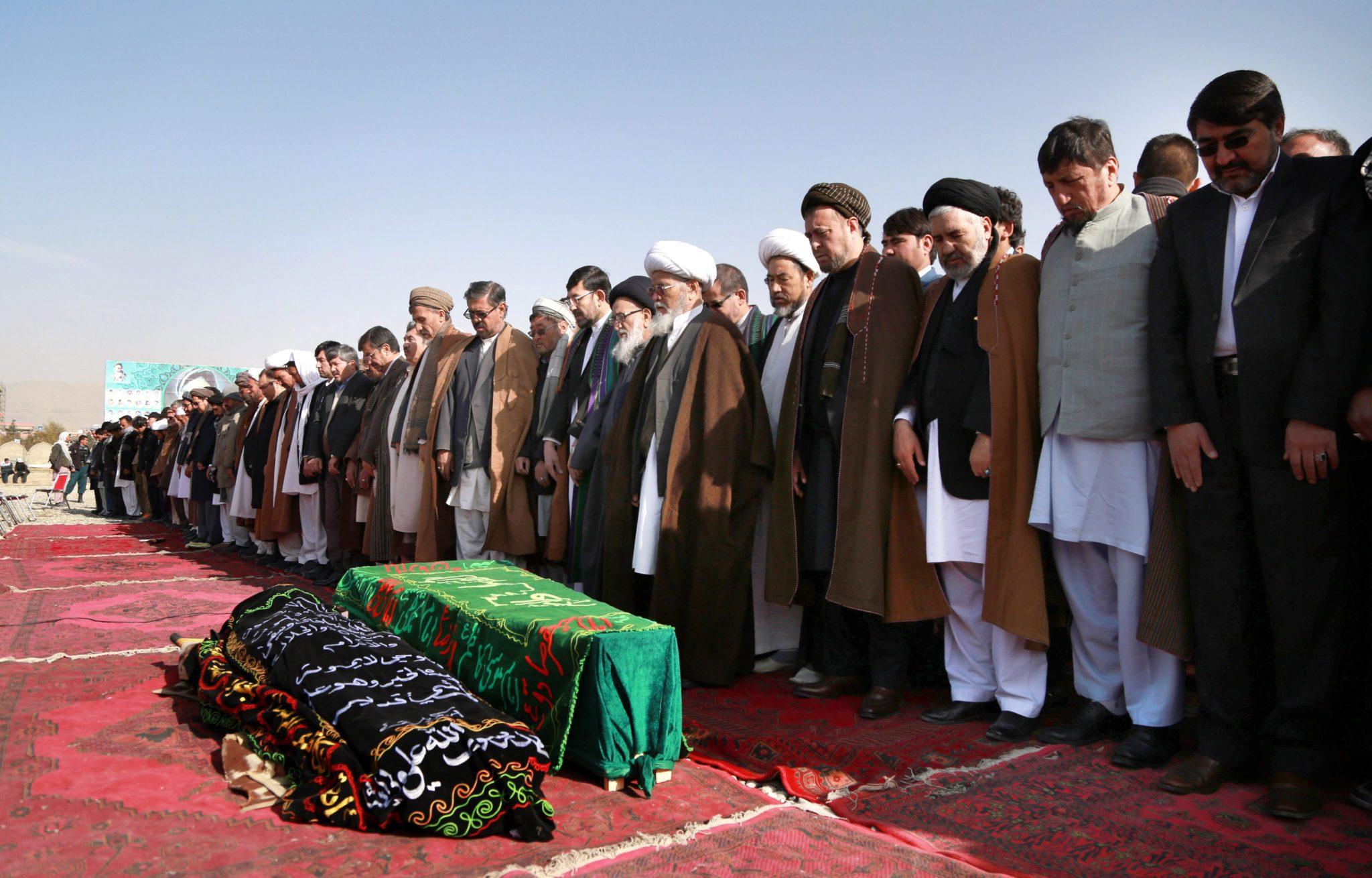 Afganistan: pogrzeb ofiar samobójczego zamachu w Kabulu (foto. PAP/EPA/HEDAYATULLAH AMID)