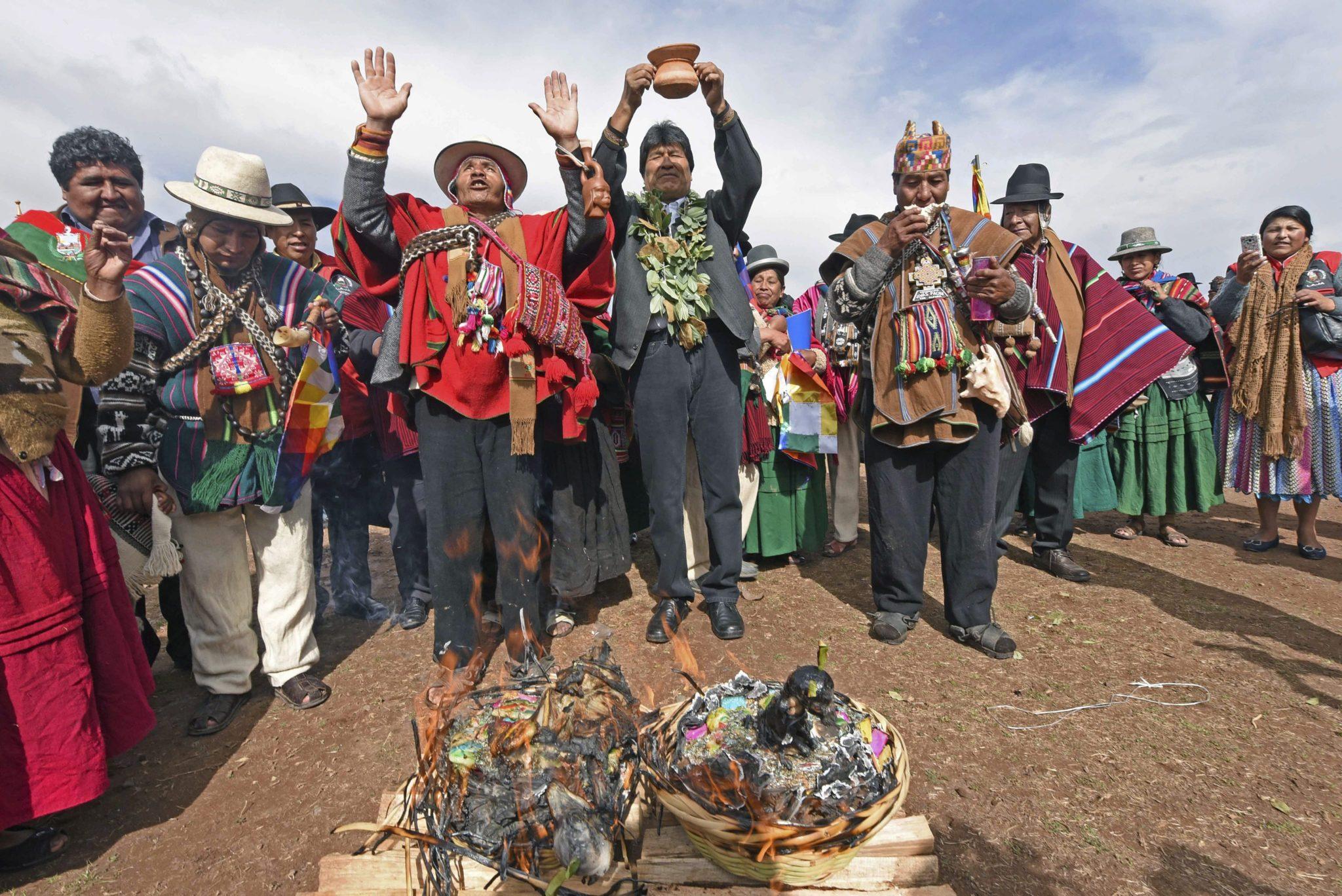 Boliwia: modlący się o deszcz prezydent Boliwii Evo Morales (foto. PAP/EPA/BOLIVIAN INFORMATION)