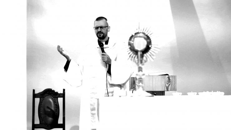 Ks. Radosław Rafał MSF podczas wielbienia wspólnoty Flp 3, 8, fot. Dariusz Wilczak