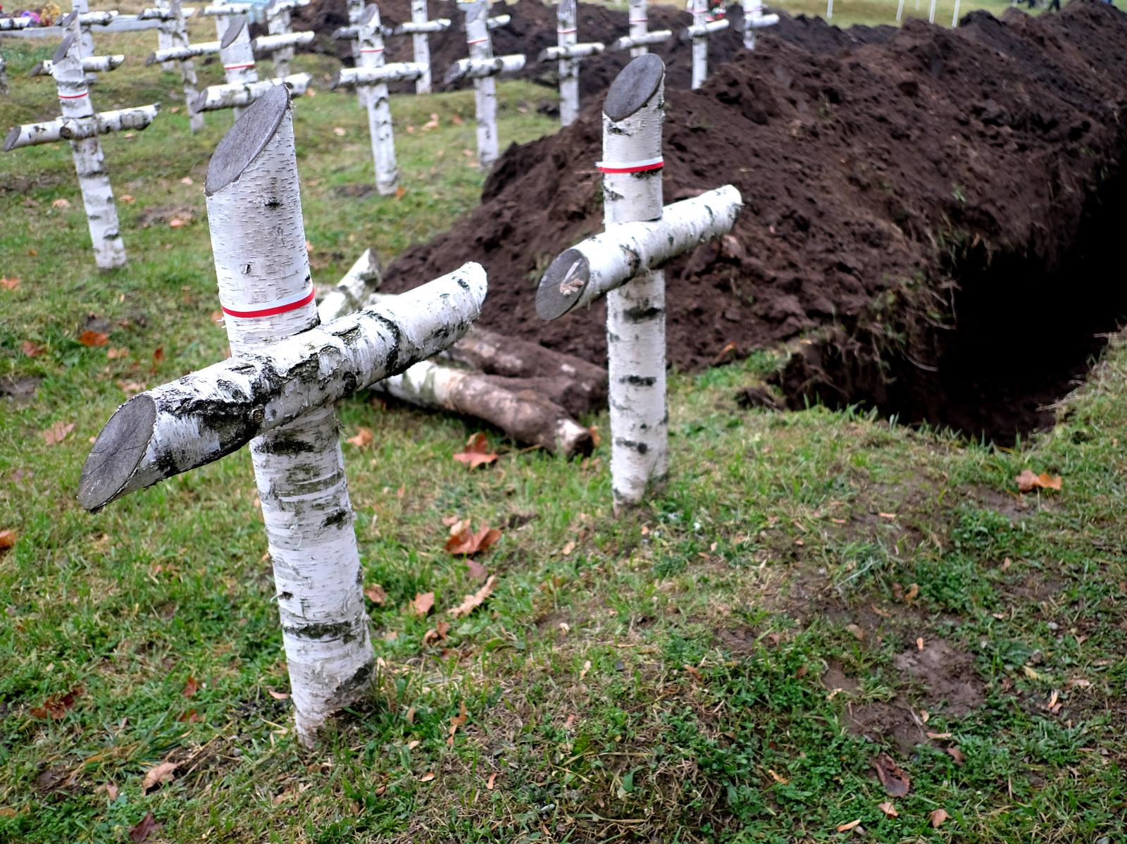 Uroczystoœci pogrzebowe szcztków 27 żołnierzy Wojska Polskiego na cmentarzu w Mośœciskach na Ukrainie. Fot.PAP/Darek Delmanowicz