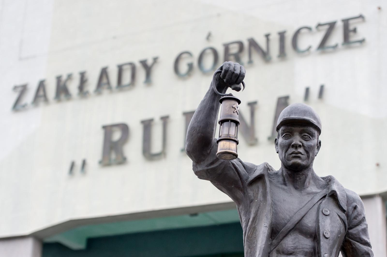 W należącej do KGHM kopalni Rudna w Polkowicach doszło wieczorem 29 listopada do silnego wstrząsu. Zginęło trzech górników. Sześœciu nadal jest poszukiwanych. Fot. PAP/Maciej Kulczyński