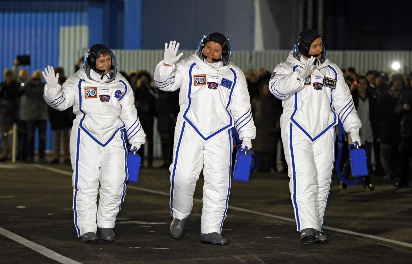 Załoga Ekspedycji 50/51 do Międzynarodowej Stacji Kosmicznej, Kazachstan. Wylot przewidziany jest na 18 listopada 2016r. Fot.EPA/YURI KOCHETKOV