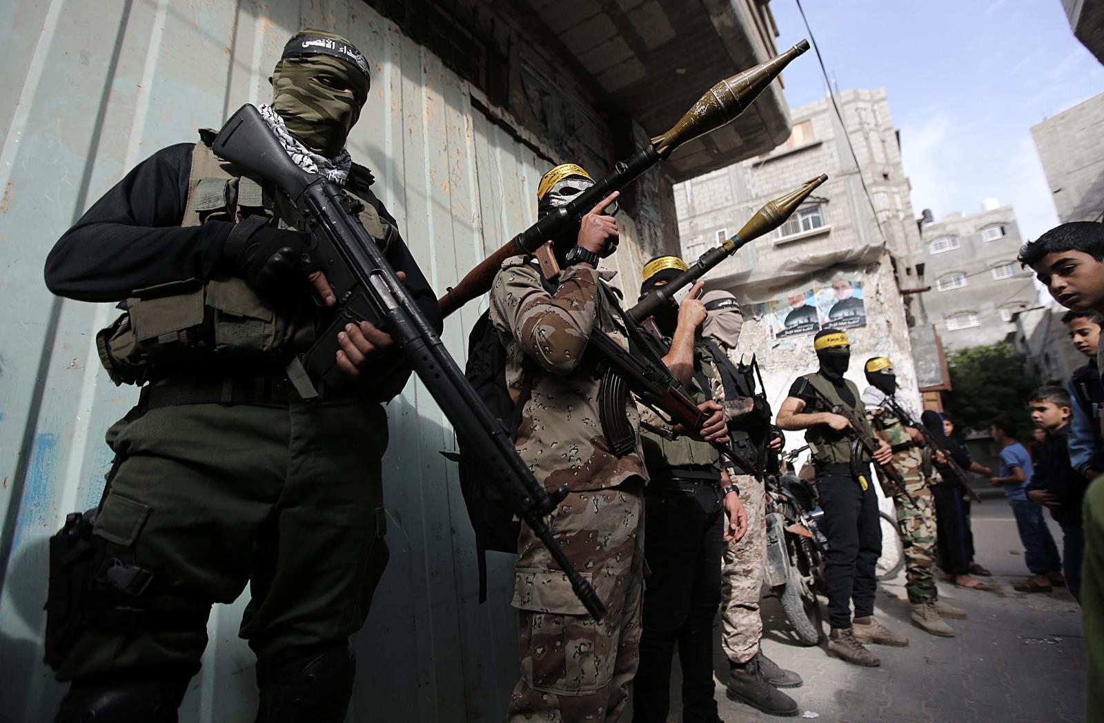 Wojownicy z Brygady Męczenników Jasira Arafata będącej skrzydłem ruchu Fatah uczestniczą w pogrzebie Mohammed Abu Seada, który zginął dzień wcześniej z rąk Izraelczyków, strefa Gazy.