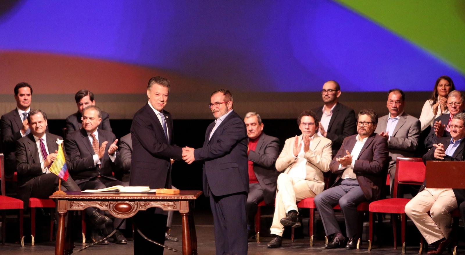 Prezydent Kolumbii Juan Manuel Santos podpisał nowe porozumienie pokojowe między rządem a FARC. Fot. PAP/EPA/MAURICIO DUENAS CASTANEDA