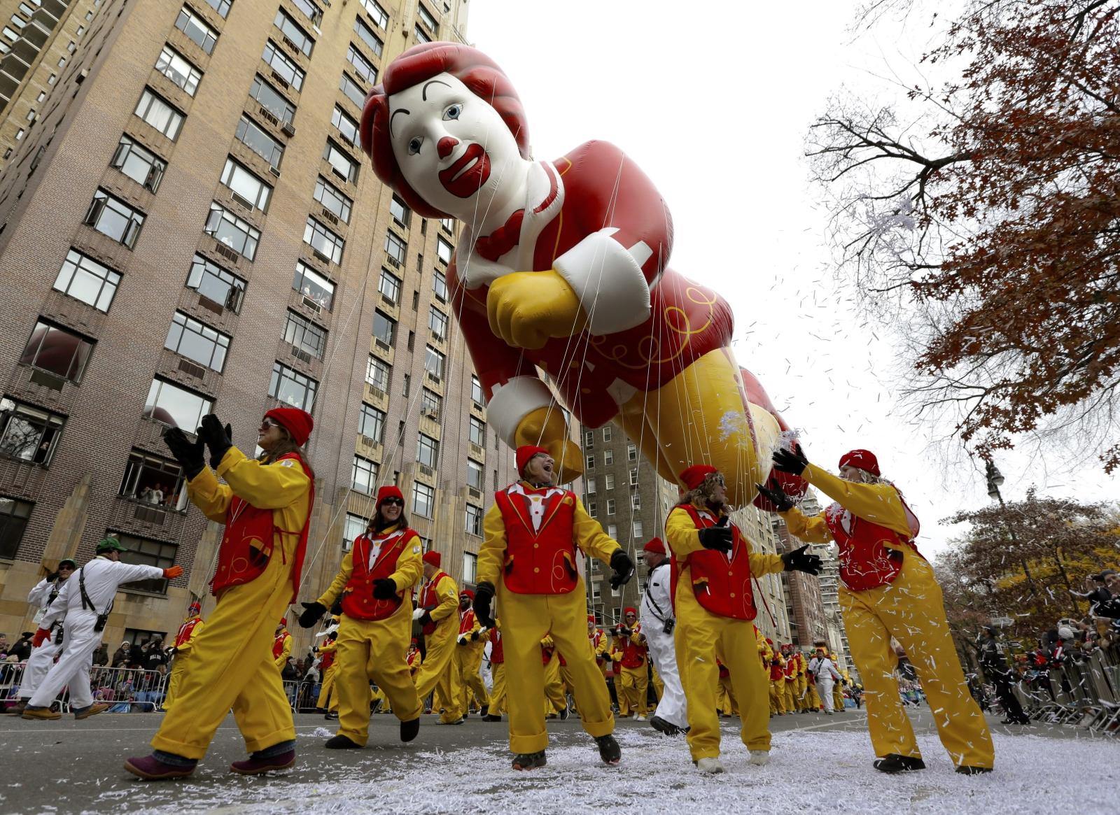 Największa w USA parada z okazji Święta Dziękczynienia. W tym roku odbyła się ona po raz 90. Jedną z atrakcji były ogromne balony przedstawiajace ikony kultury. Fot. PAP/EPA/PETER FOLEY