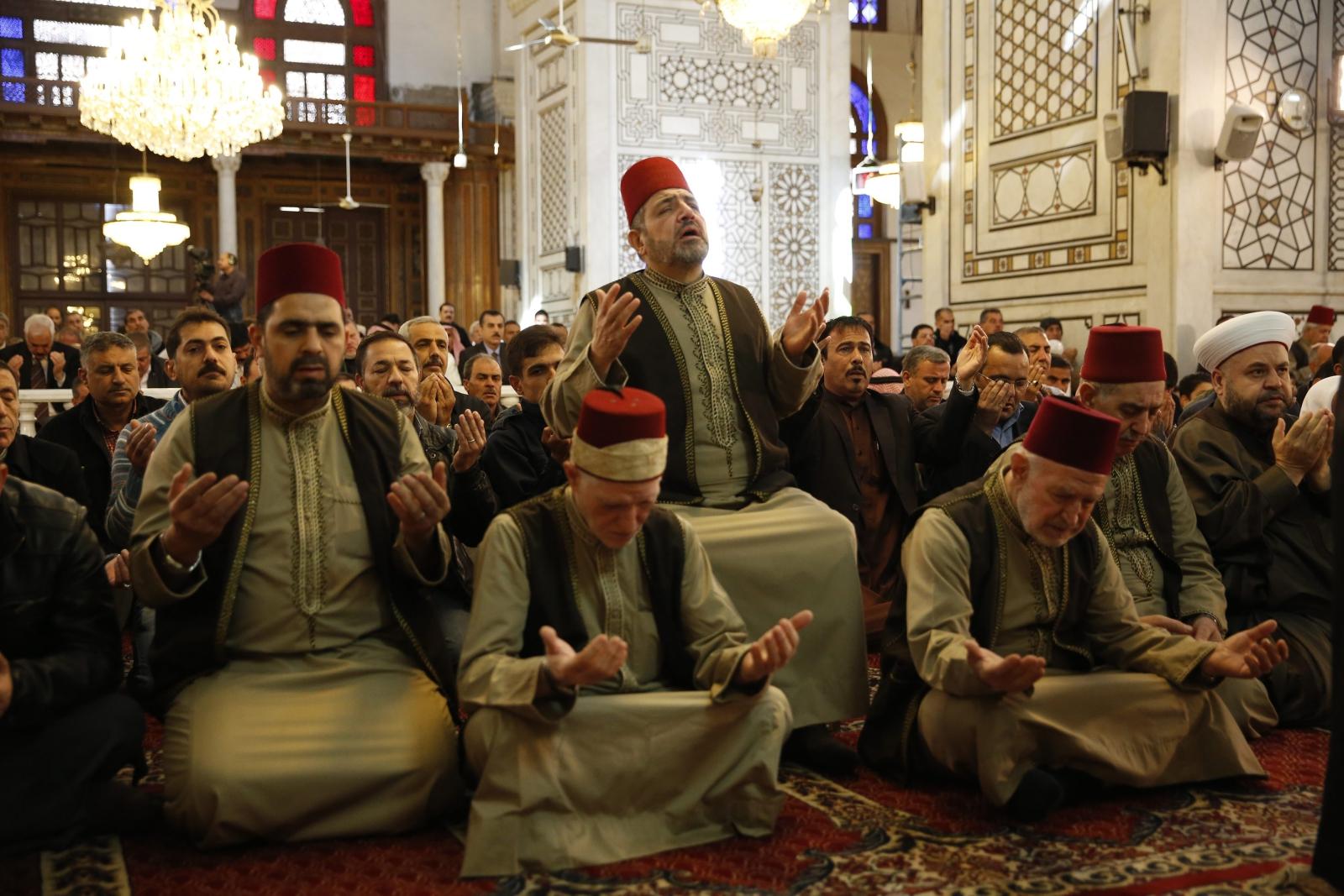 Muzułmanie modlą się o deszcz w Damaszku, w Syrii. Fot. PAP/EPA/YOUSSEF BADAWI