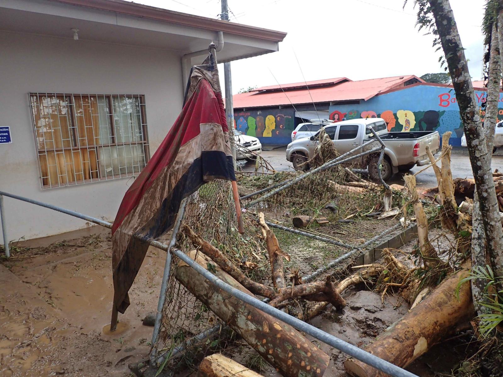 Powódź w Kostaryce. Fot. PAP/EPA/JEFFREY ARGUEDAS