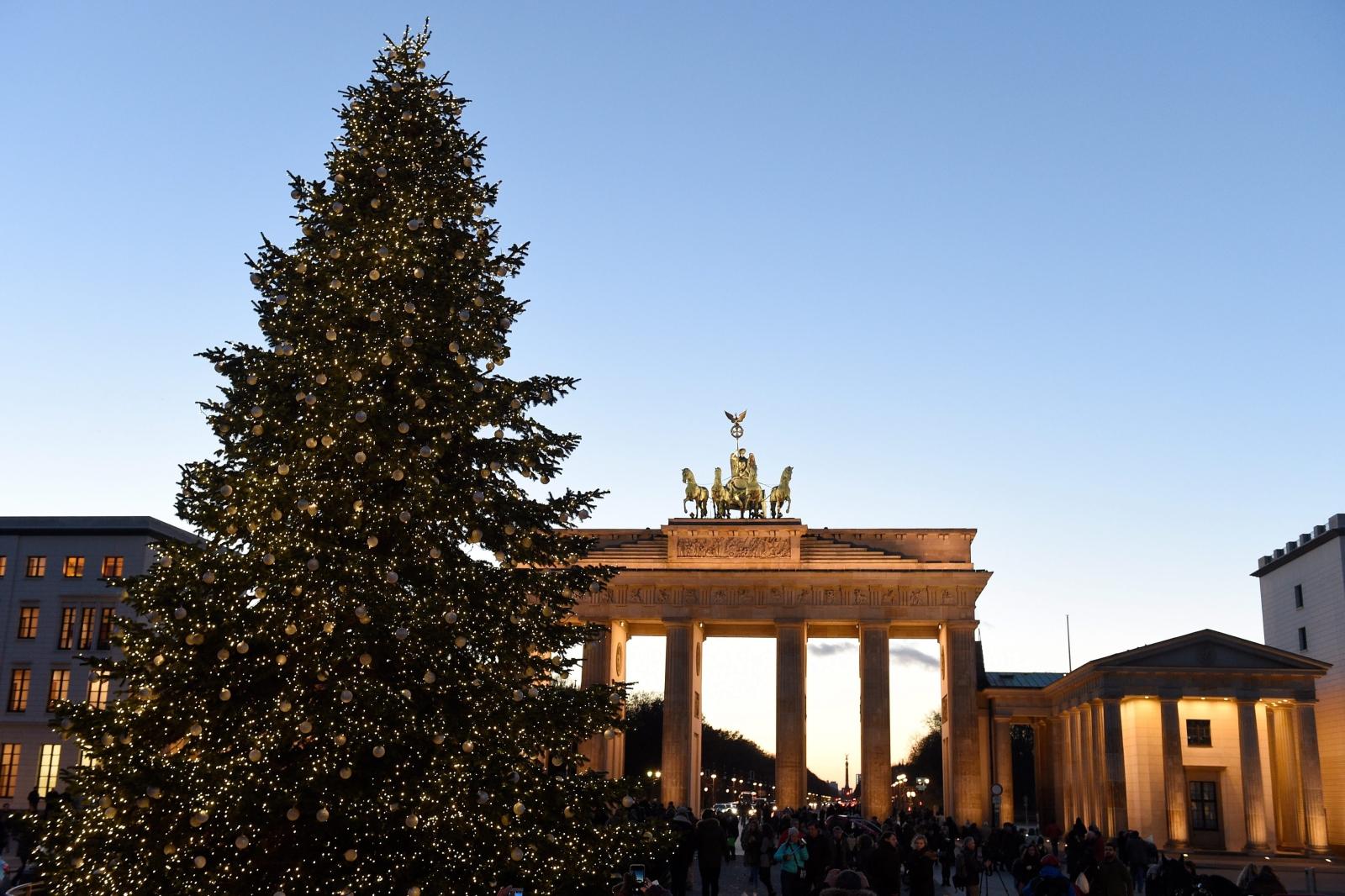 Światełka na Bramie Brandenburskiej włączone na czas Adwentu.