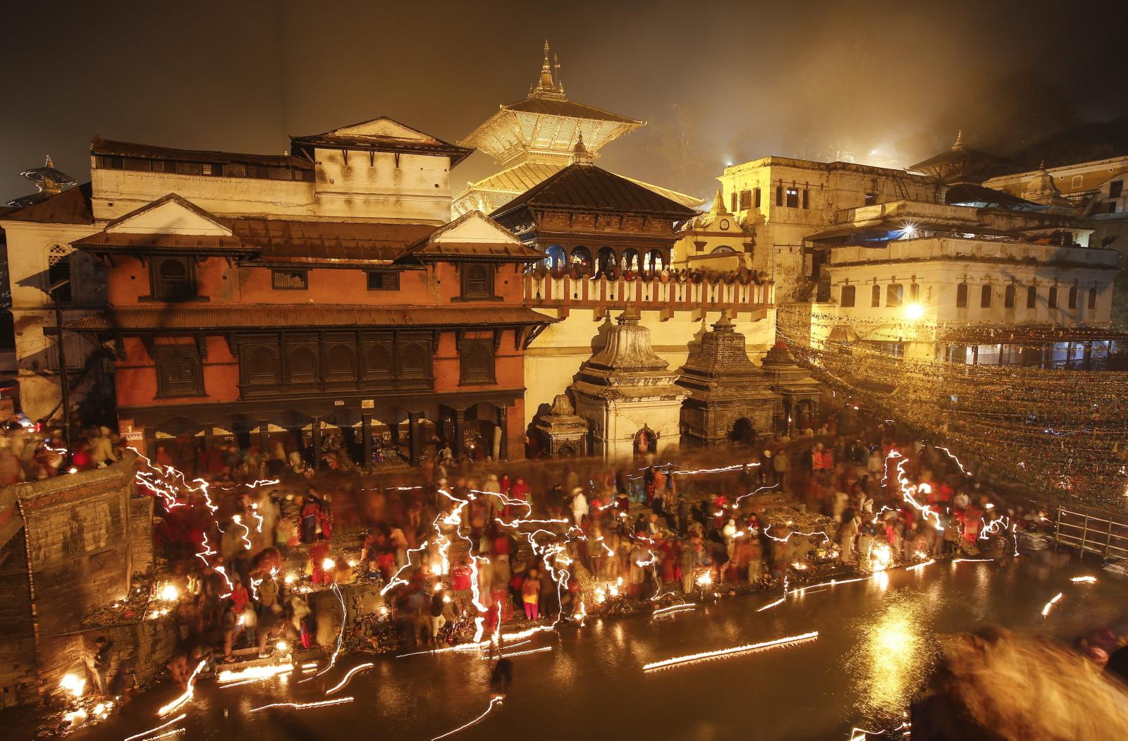 Nepal: festiwal Bala Chaturdashi w świątyni Pashupati w Katmandu (foto. PAP/EPA/NARENDRA SHRESTHA)