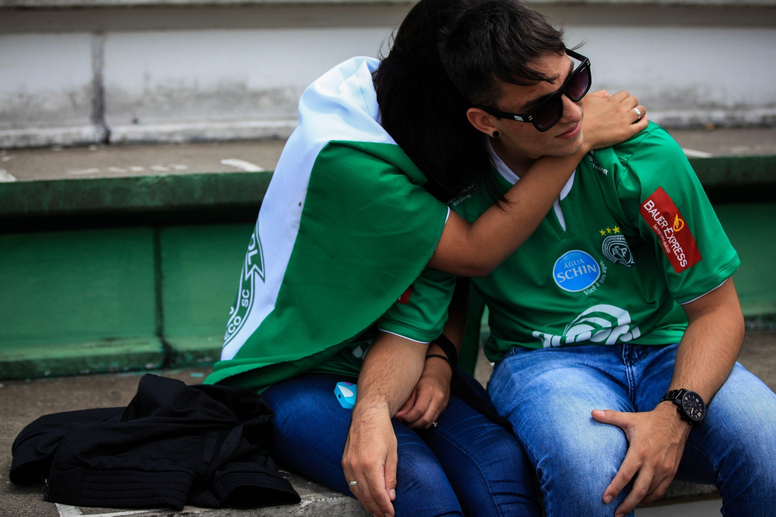 Rozpacz kibiców drużyny Chapecoense po śmierci jej piłkarzy do jakiej doszło w wyniku katastrofy samolotu w Kolumbii.