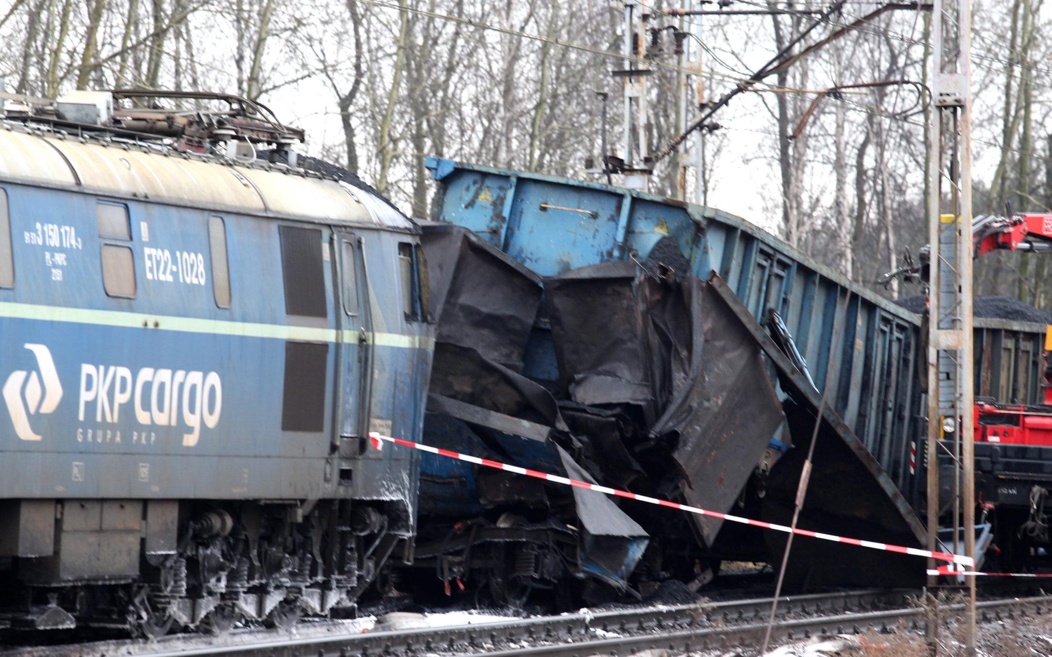 Polska: zderzenie dwóch pociągów towarowych w Myszkowie (foto. PAP/Andrzej Grygiel)