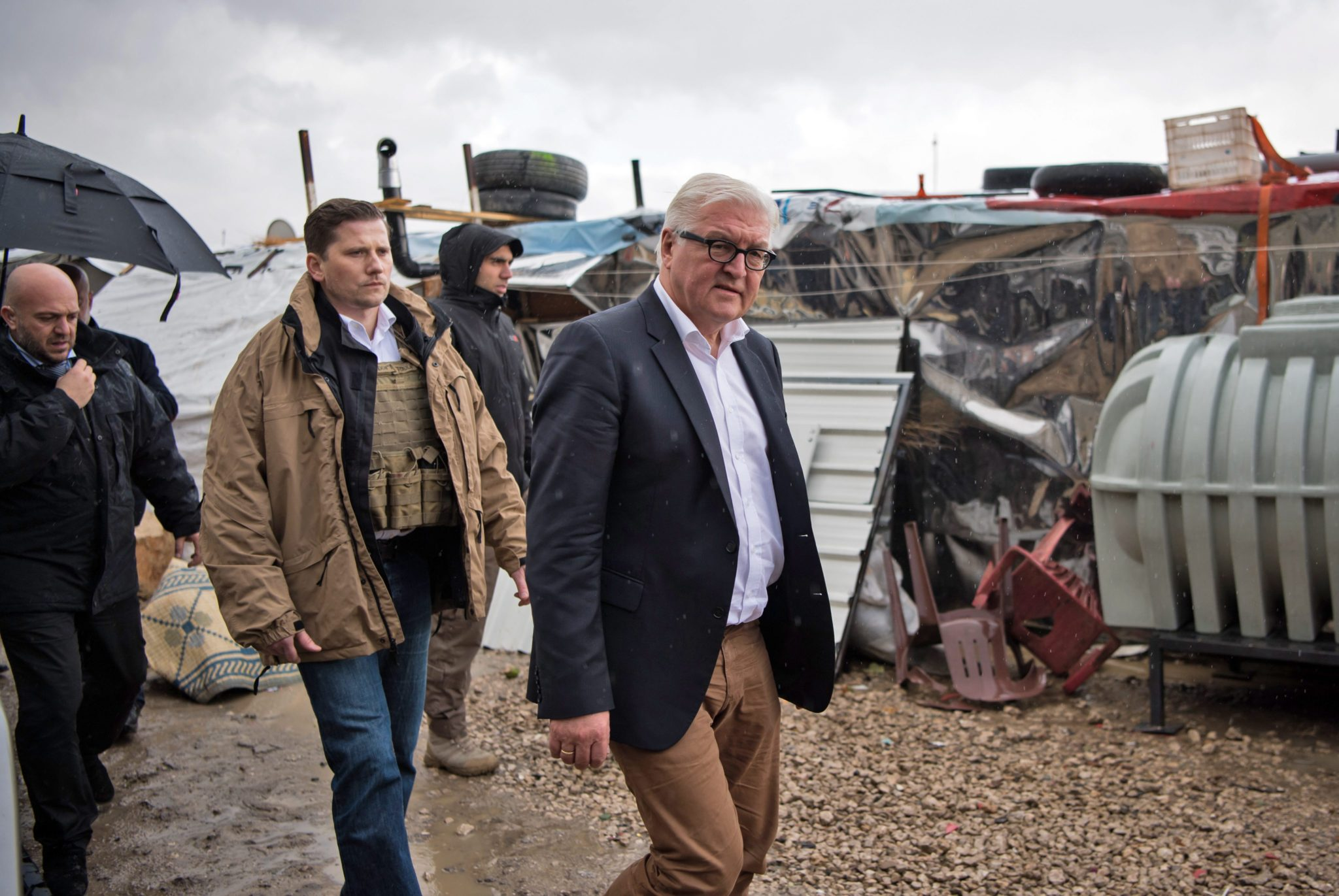 Liban: wizyta niemieckiego ministra Franka Waltera Steinmeiera w obozie dla uchodźców w Zahle (foto. PAP/EPA/Bernd von Jutrczenka)