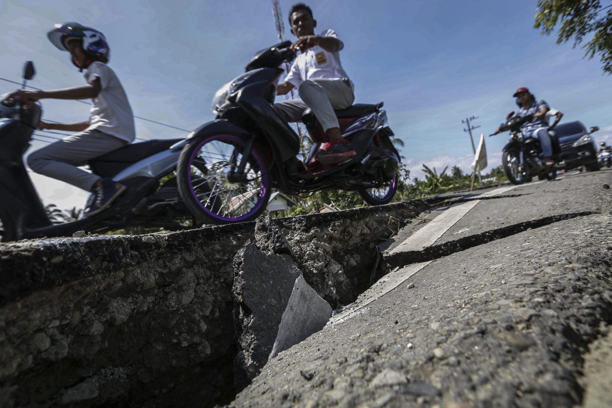 Indonezja: skutki trzęsienia ziemi w Aceh (foto. PAP/EPA/HOTLI SIMANJUNTAK)