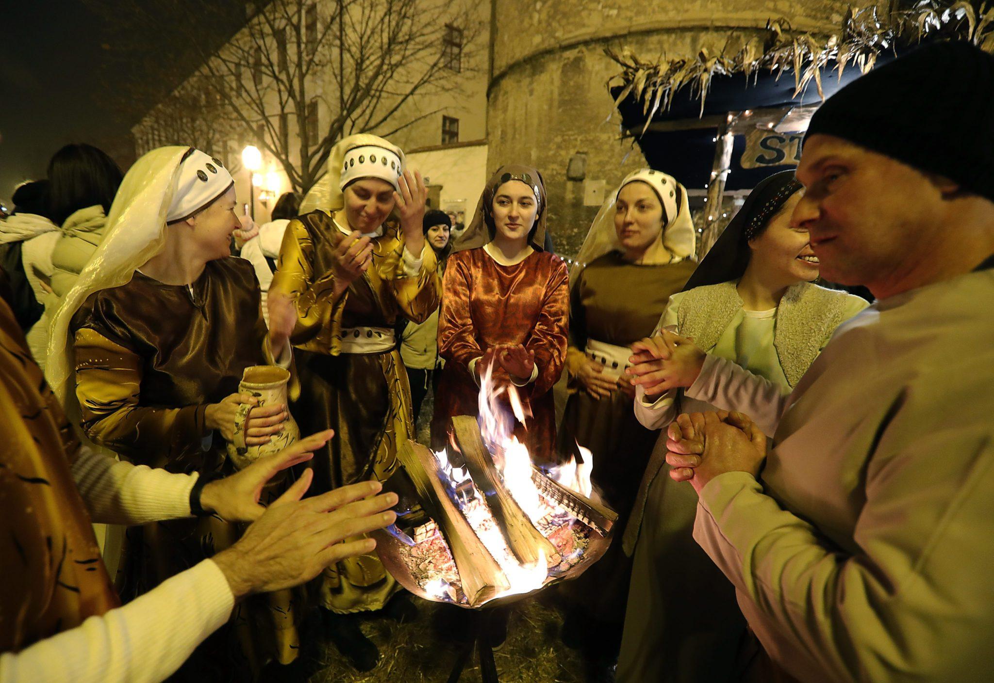 Chorwacja: jarmark świąteczny w Zagrzebiu (foto. PAP/EPA/ANTONIO BAT)