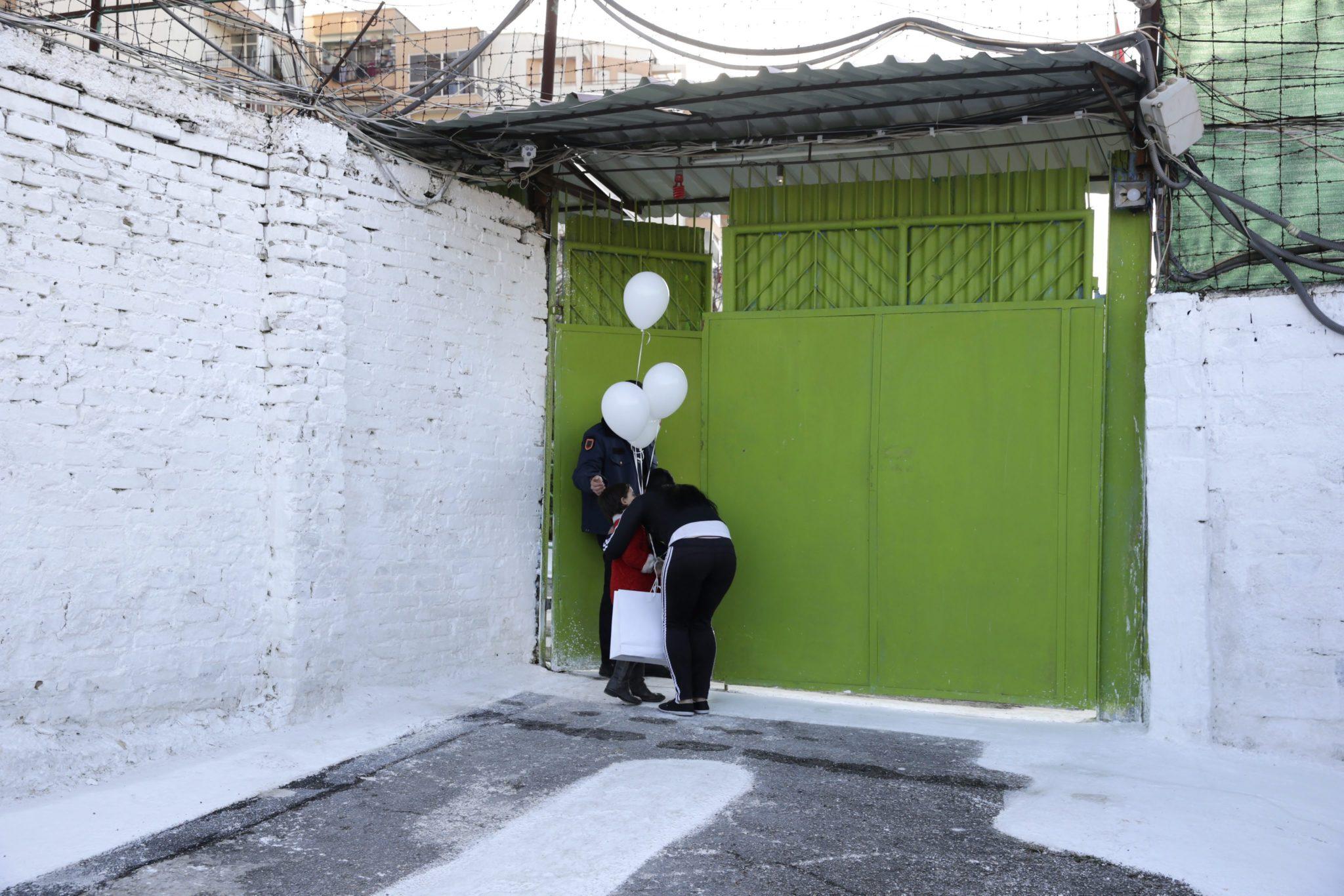 Albania: zabawa świąteczna w areszcie kryminalnym dla kobiet w Tiranie (foto. PAP/EPA/ARMANDO BABANI)