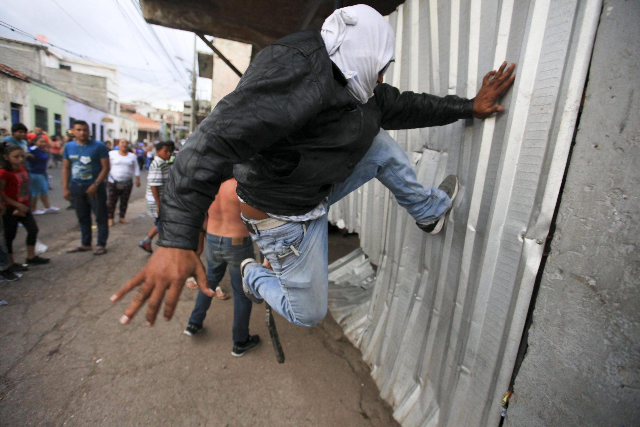 Honduras: protest w Tegucigalpa (foto. PAP/EPA/GUSTAVO AMADOR)