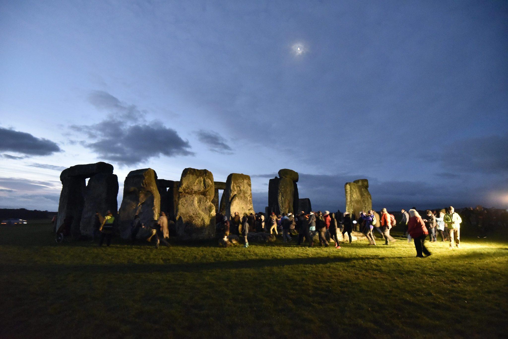 Wielka Brytania: początek kalendarzowej zimy w Stonehenge (foto. PAP/EPA/NEIL MUNNS)