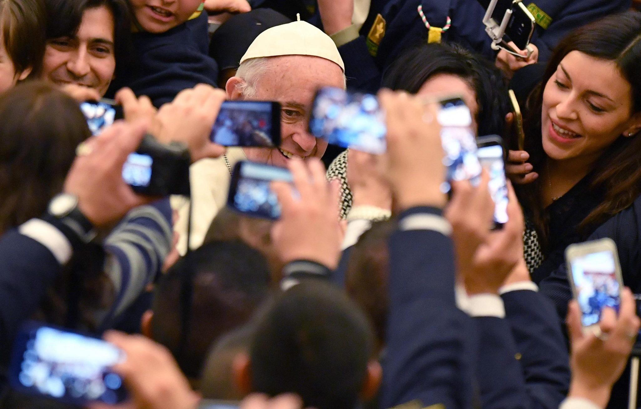 Włochy: audiencja generalna z udziałem papieża Franciszka w Watykanie (foto. PAP/EPA/ETTORE FERRARI)