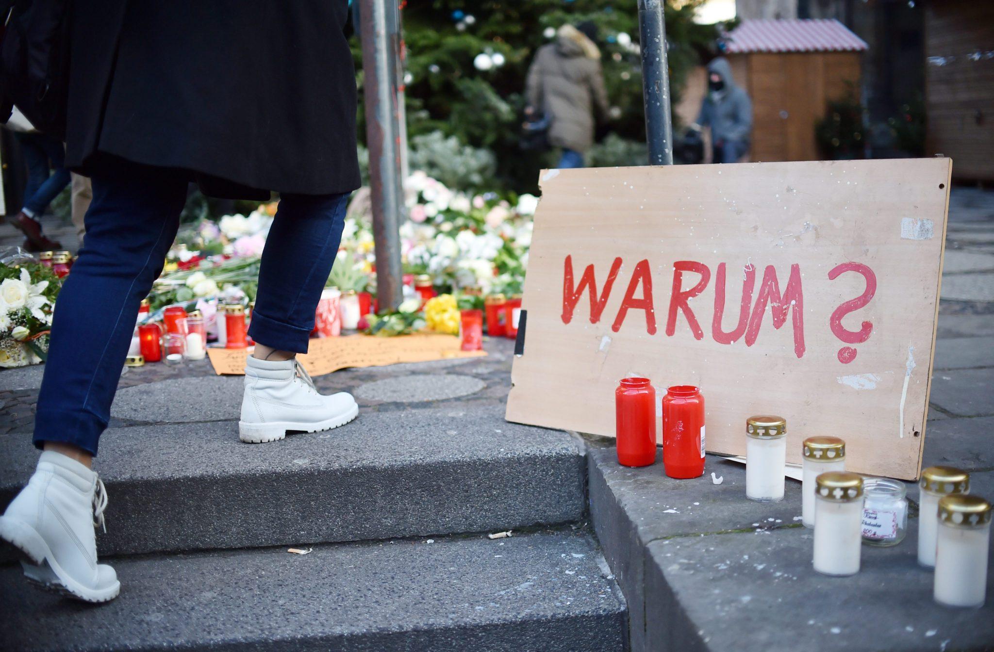 Niemcy: miejsce zamachu terrorystycznego w Berlinie (foto. PAP/EPA/BRITTA PEDERSEN)