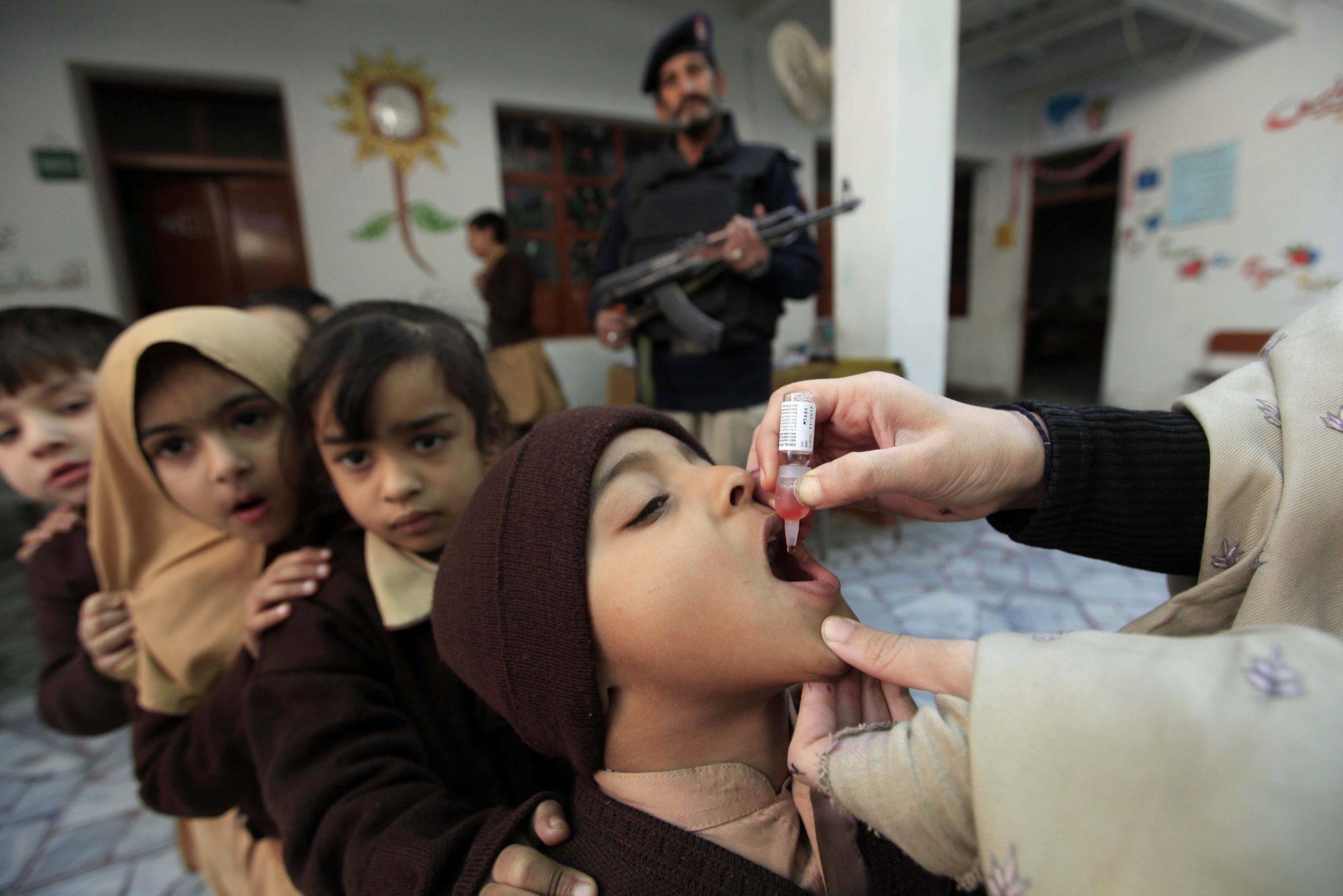 Pakistan: szczepienia przeciwko polio w Peshawar (foto. PAP/EPA/ARSHAD ARBAB)