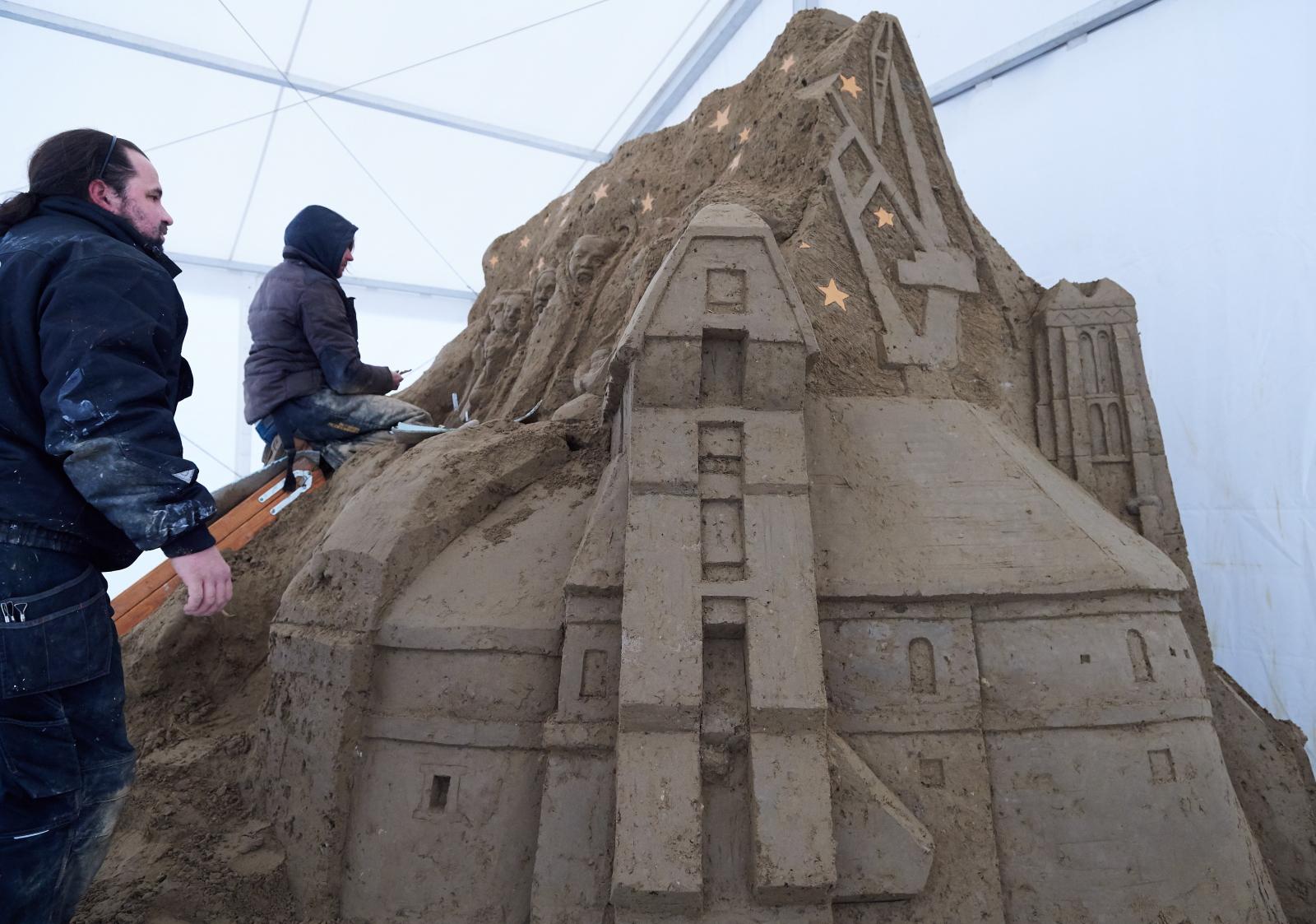 Pomysł piaskowej szopki w Gdańsku, której pomysłodawcą jest Fundacja Wspólnota Gdańska. Fot.  PAP/Adam Warżawa