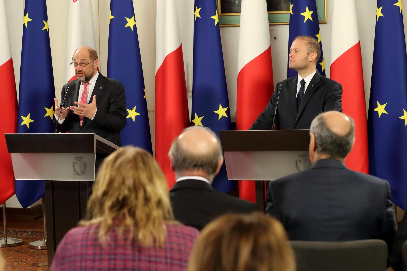 Konferencja prasowa z Premierem Malty, Josephem Muscat,. Malta w 2017 r. obejmie prezydencję w Radzie Unii Europejskiej. Fot. PAP/EPA/DOMENIC AQUILINA