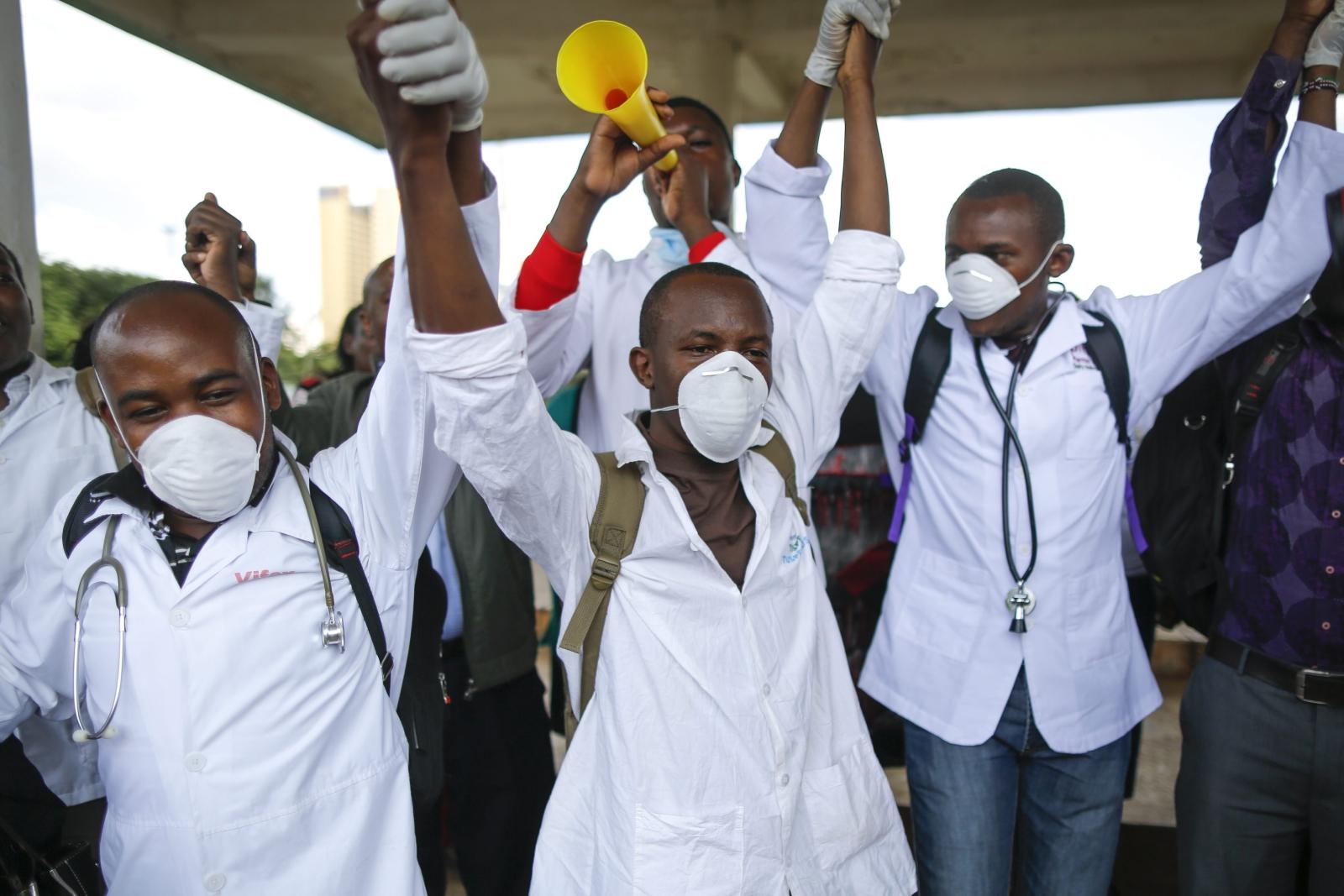 Protest kenijskich lekarzy i pielęgniarek. Fot. PAP/EPA/DAI KUROKAWA