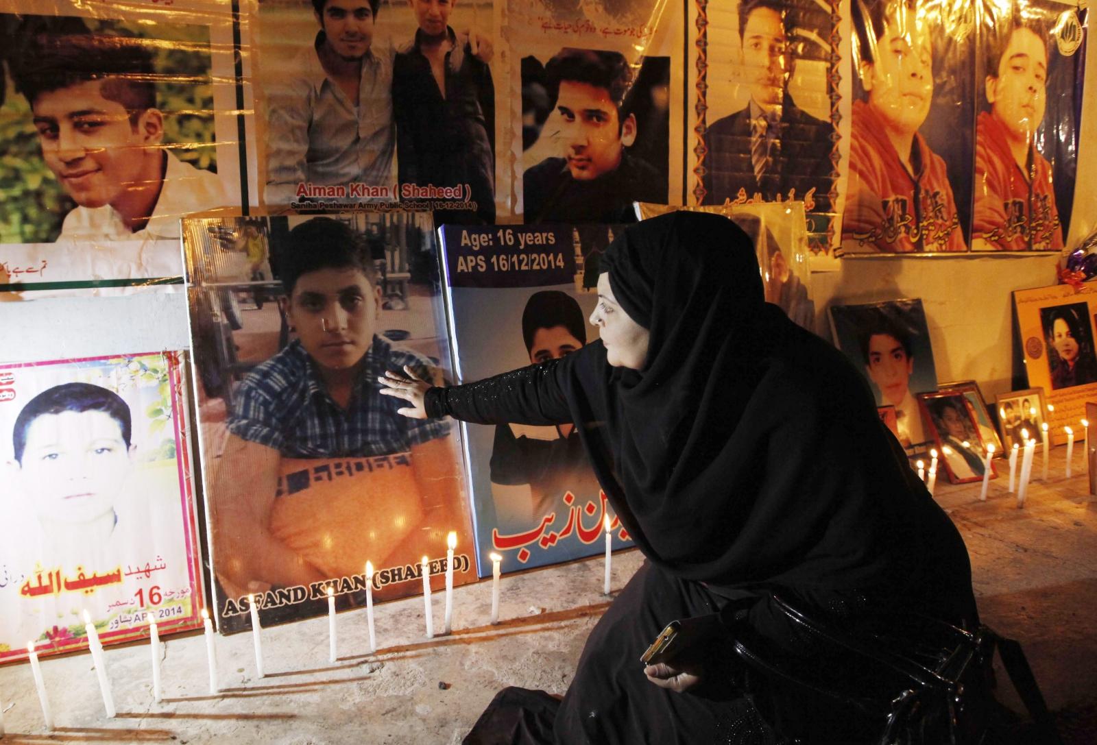 Druga rocznica ataku na szkołę w Peshawar w Pakistanie, gdzie zginęło ok. 150 dzieci. EPA/ARSHAD ARBAB