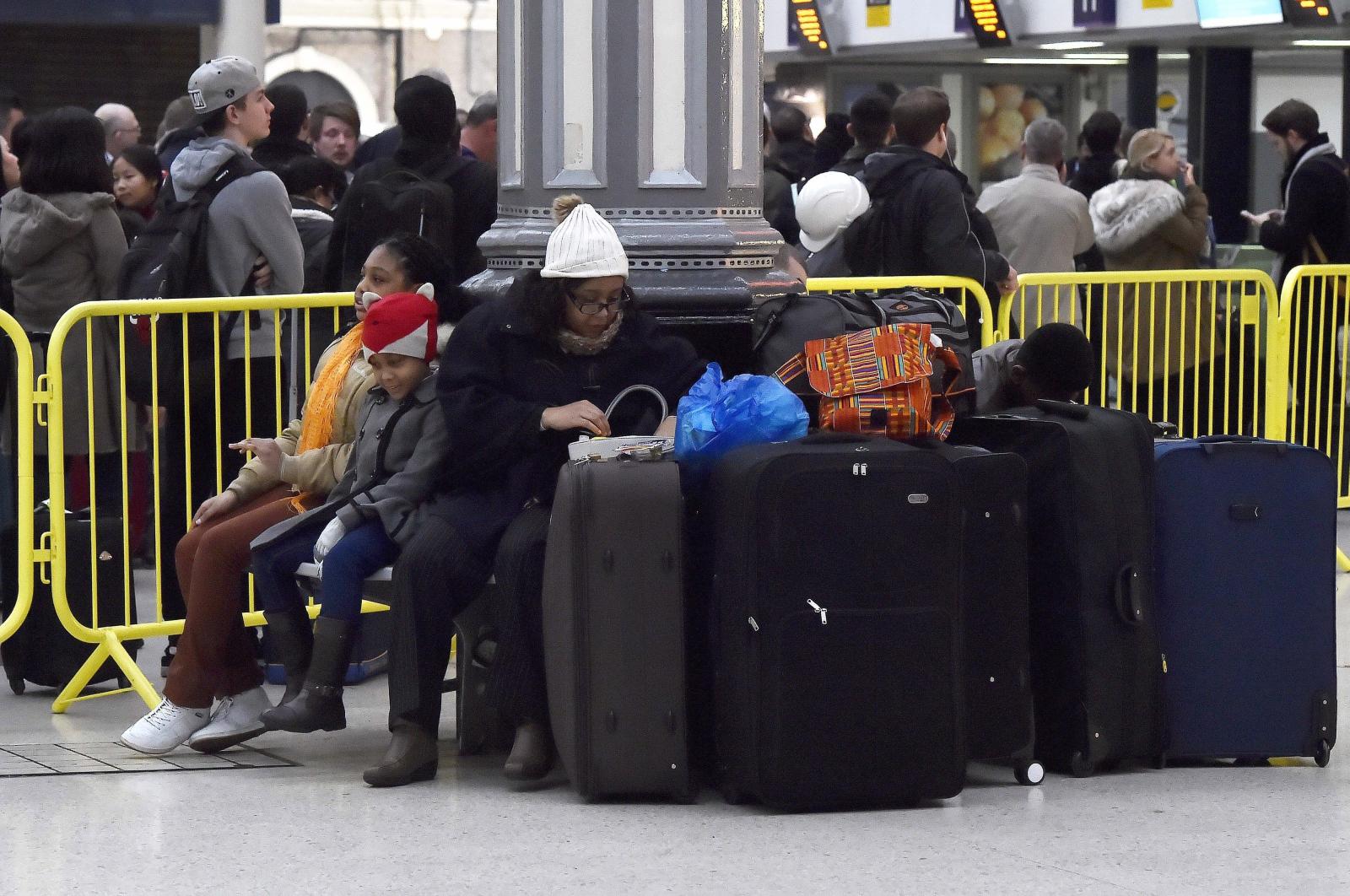 Strajk na dworcu Vitoria Station w Londynie. Fot. PAP/EPA/HANNAH MCKAY