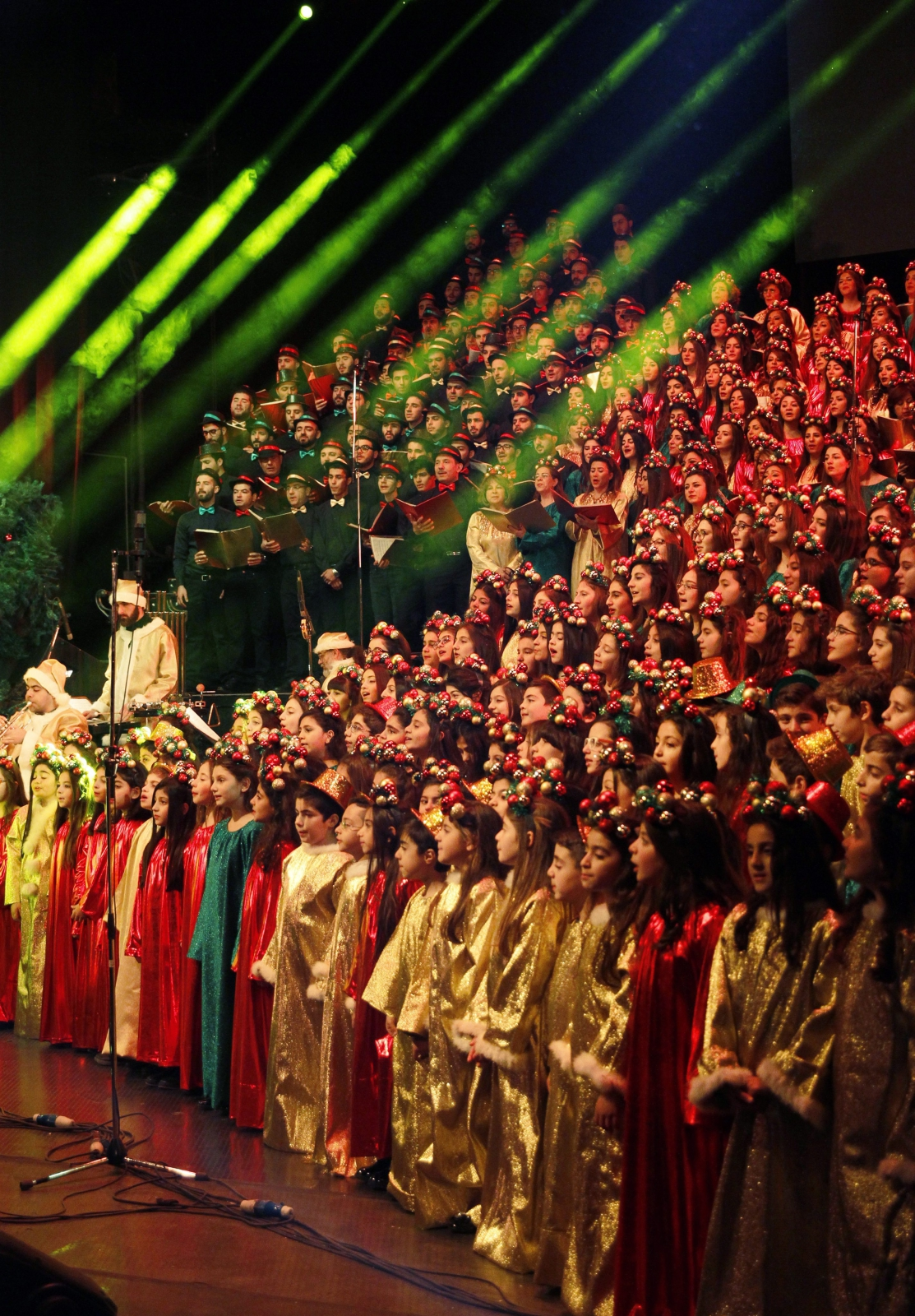 Chór al-Farah występuje świątecznie w operze w Damaszku, Syria.