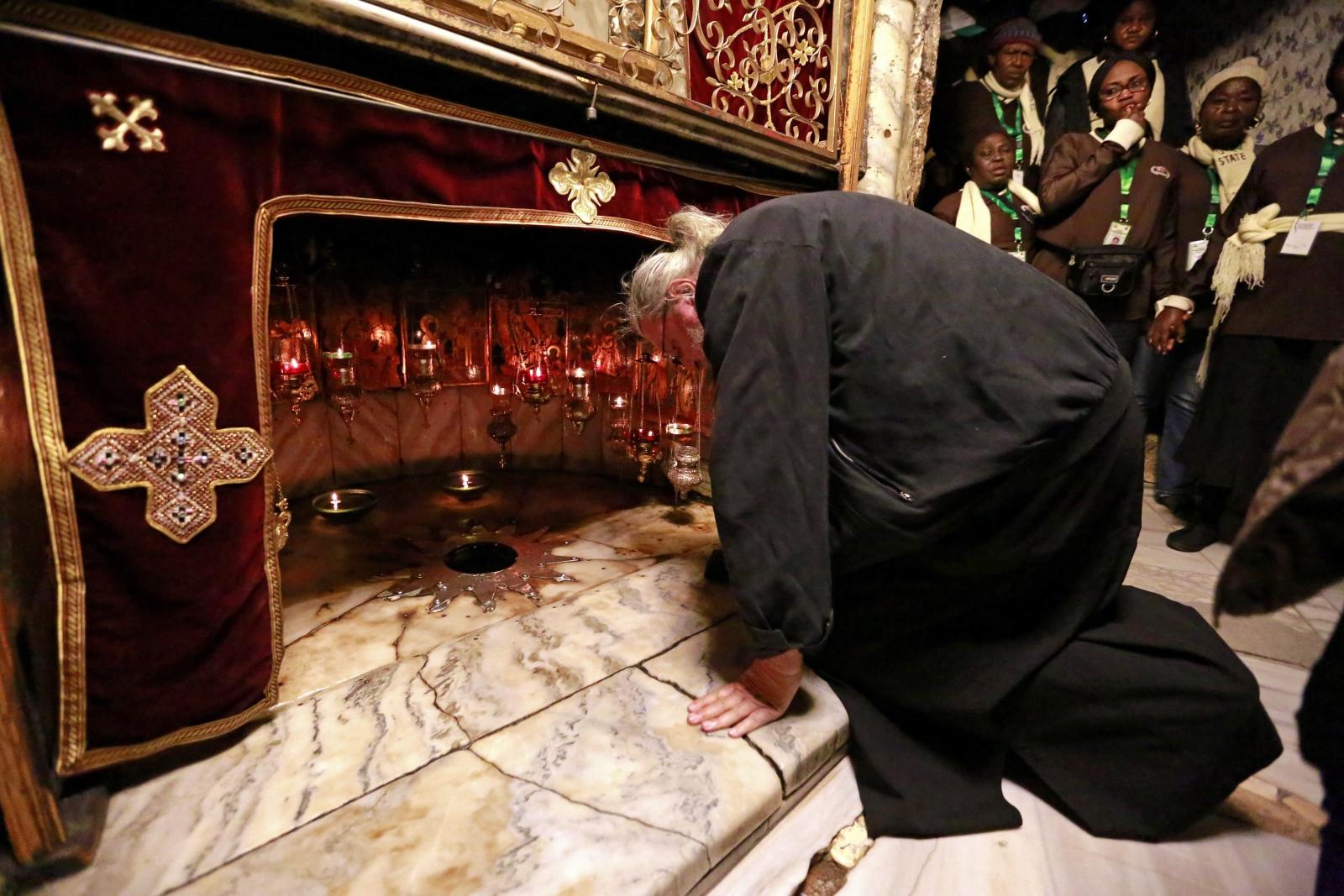Pielgrzymki do Betlejem, do Kościoła Narodzenia Pańskiego gdzie znajduje się pierwotne miejsce narodzenia Jezusa. Fot. PAP/EPA/ABED AL HASHLAMOUN