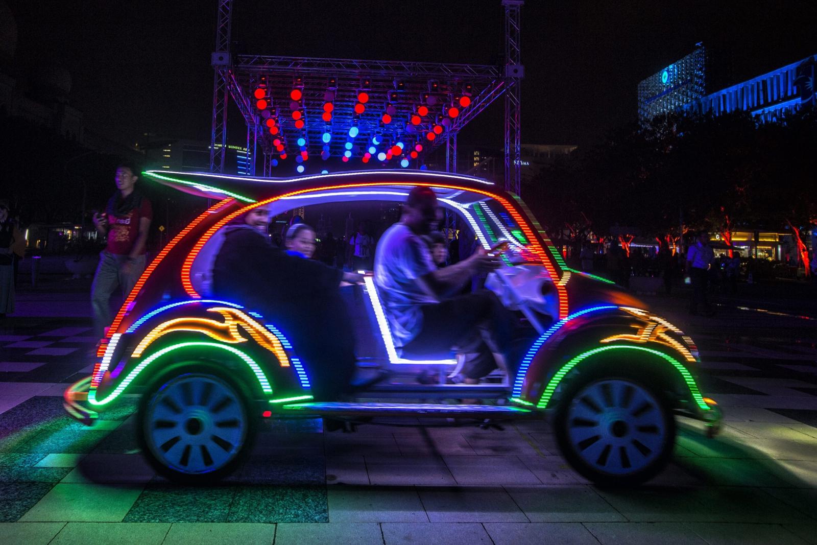 Festiwal Światła w Putrajaya w Malezji. Fot. PAP/EPA/AHMAD YUSNI